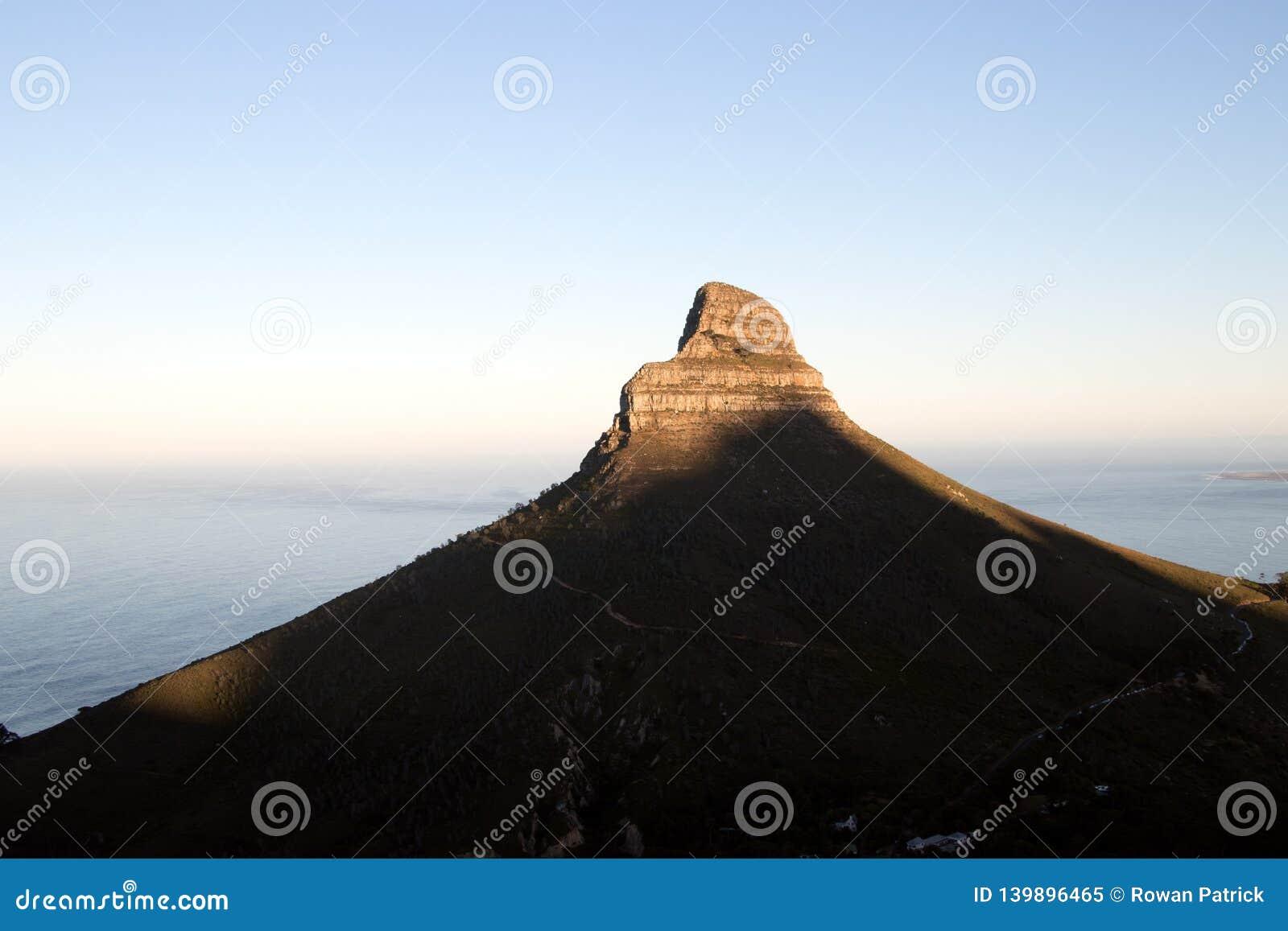 Восход солнца на пике львов возглавляет в Кейптауне
