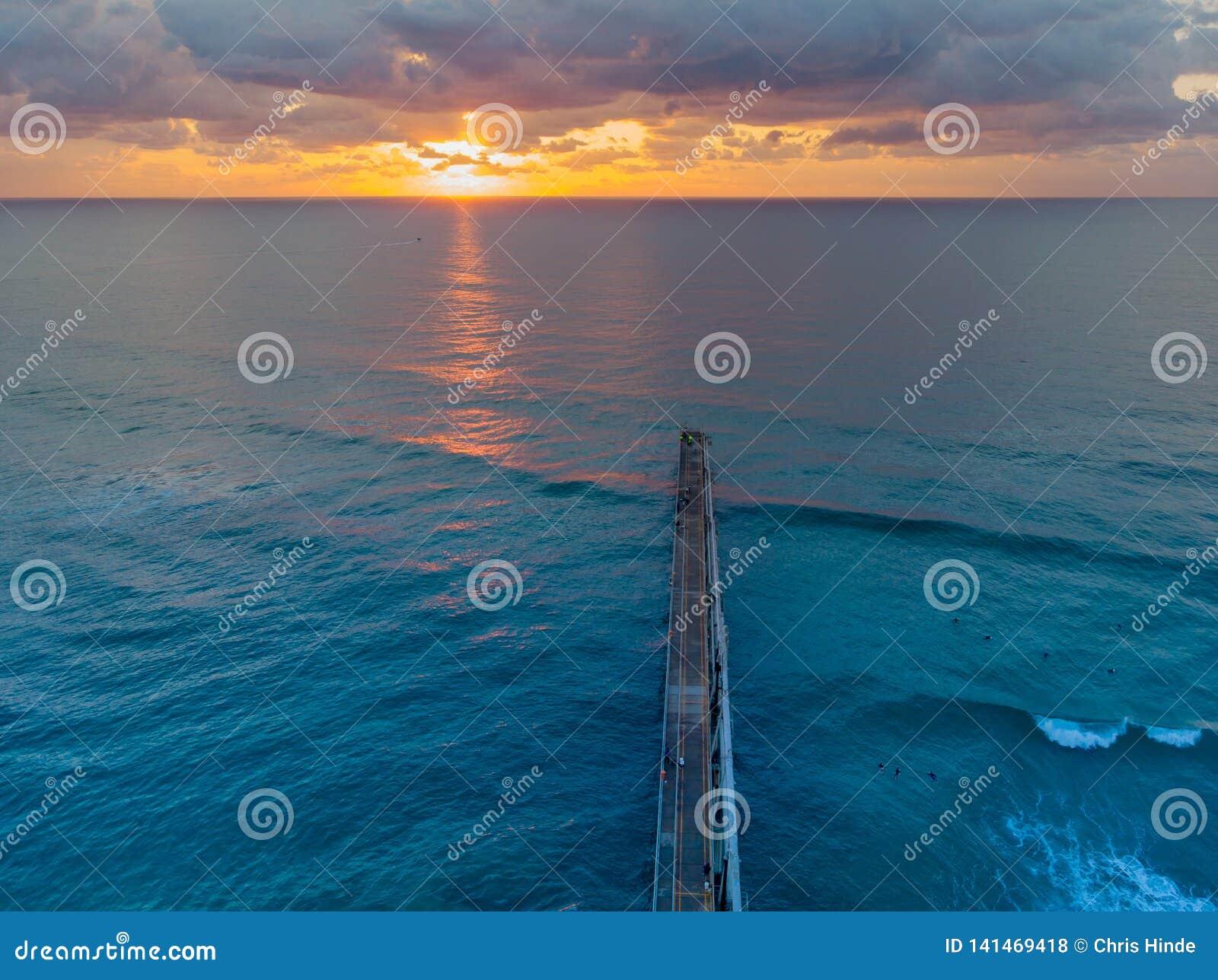 Восход солнца от трутня
