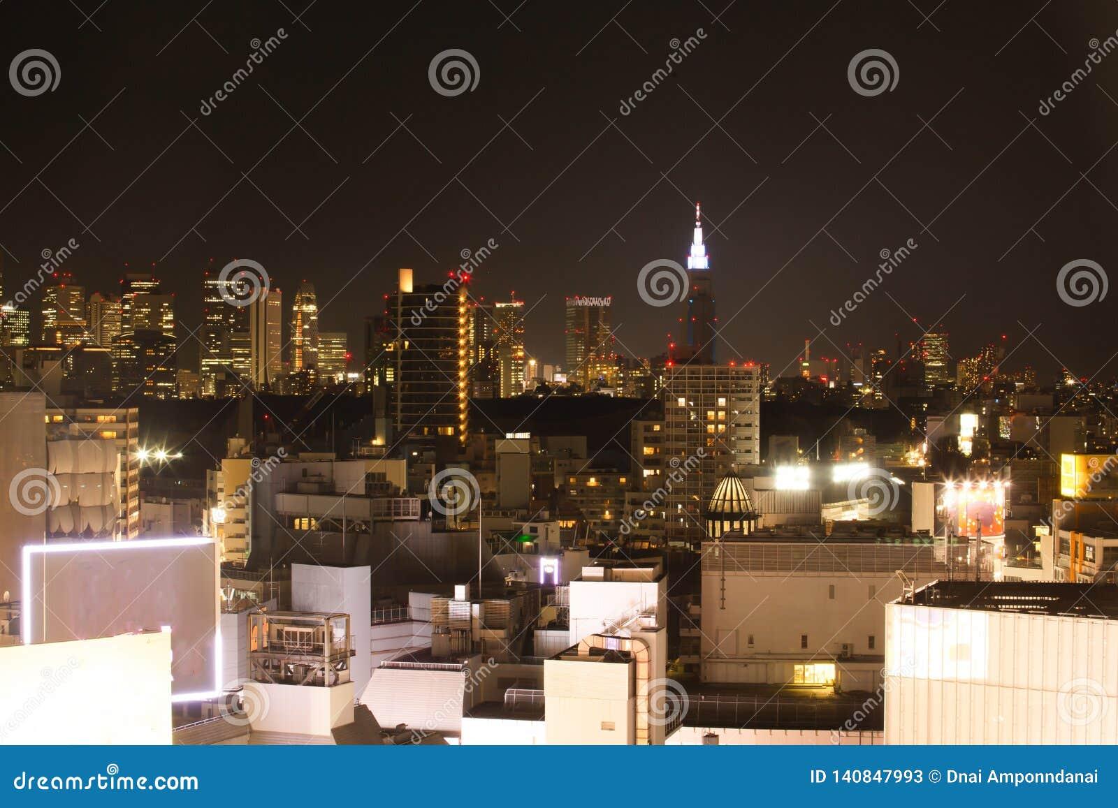 Горизонт Токио в славном дне