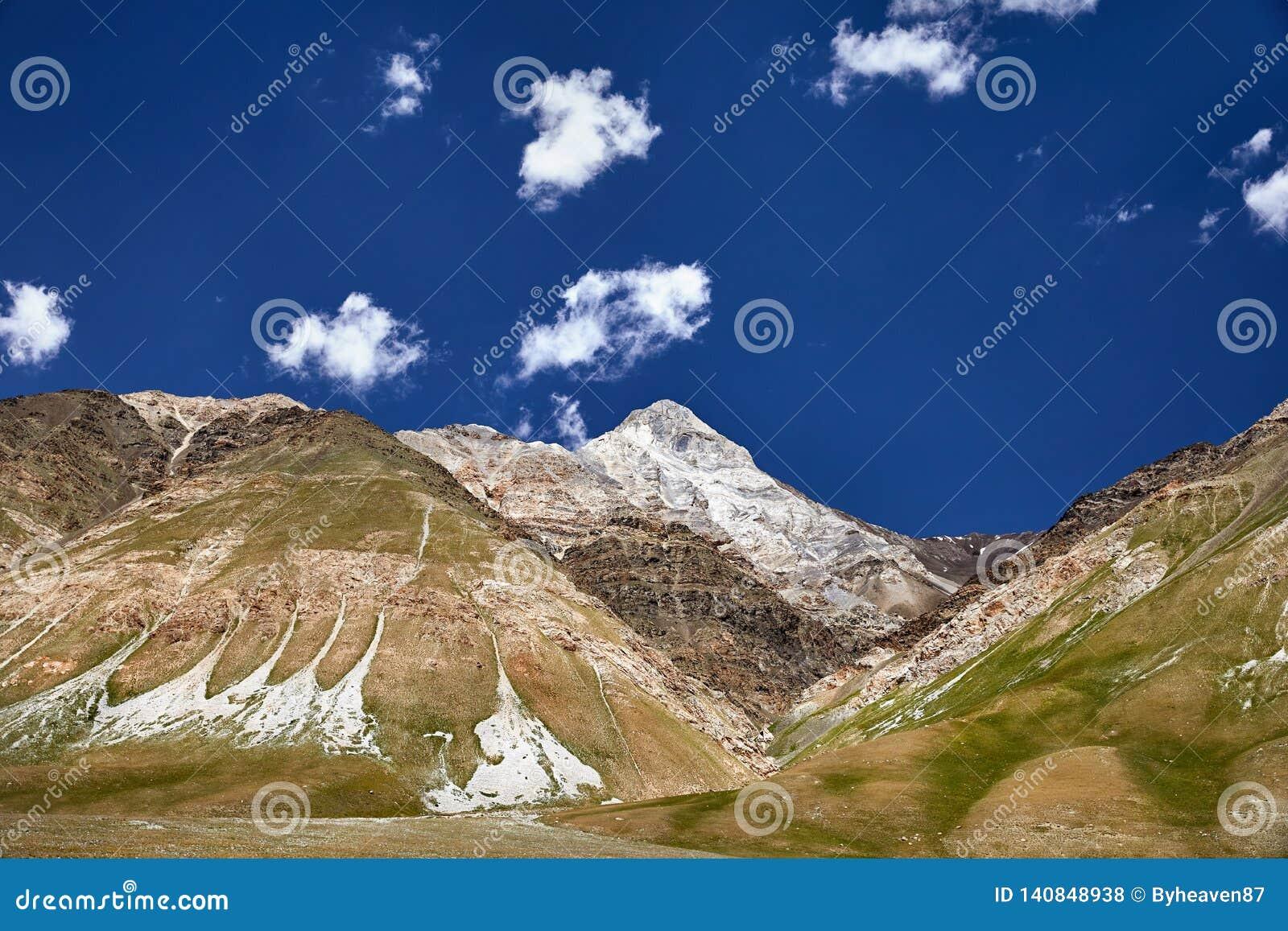 горы kyrgyzstan