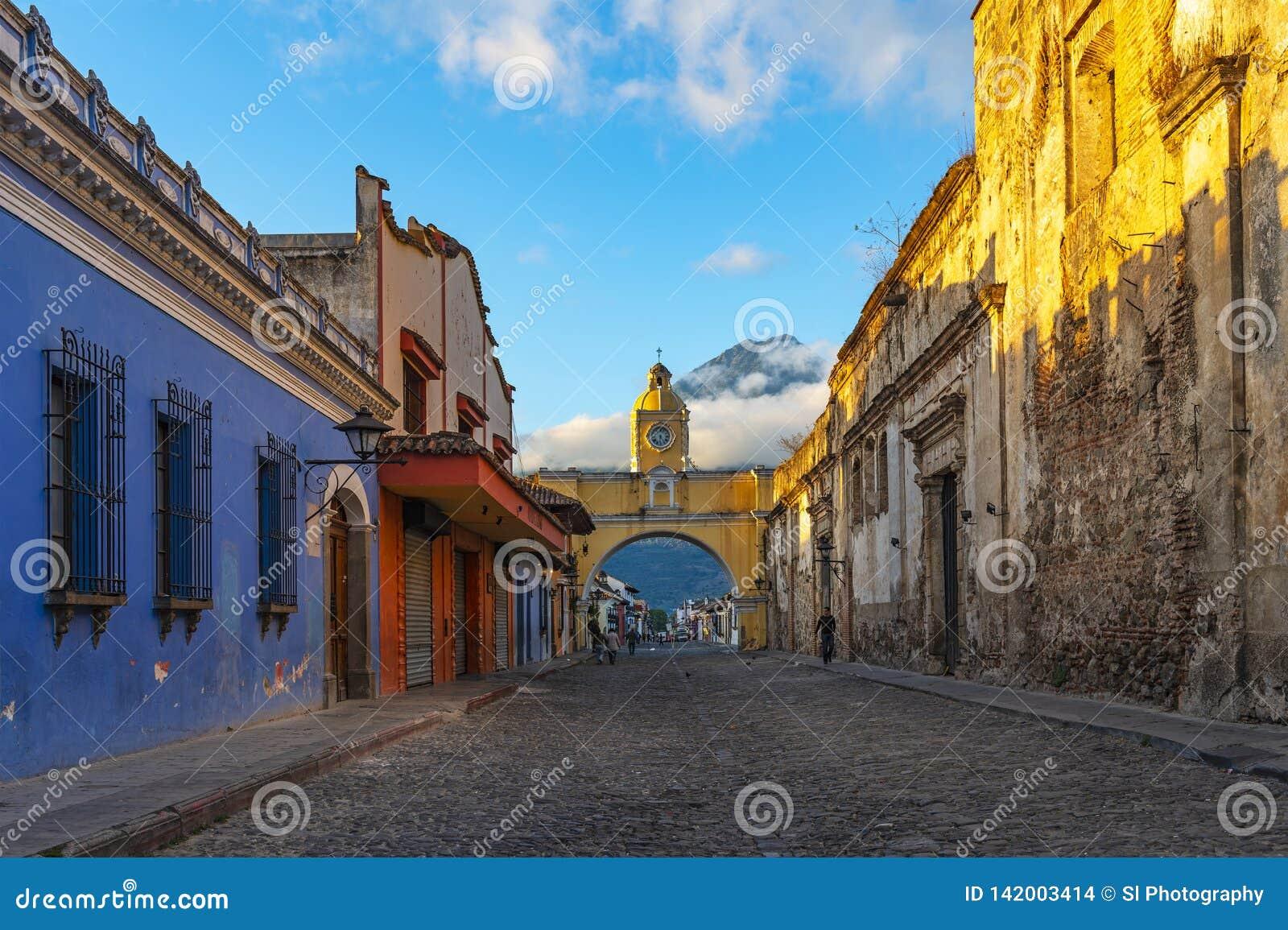 Город на восходе солнца, Гватемала Антигуы