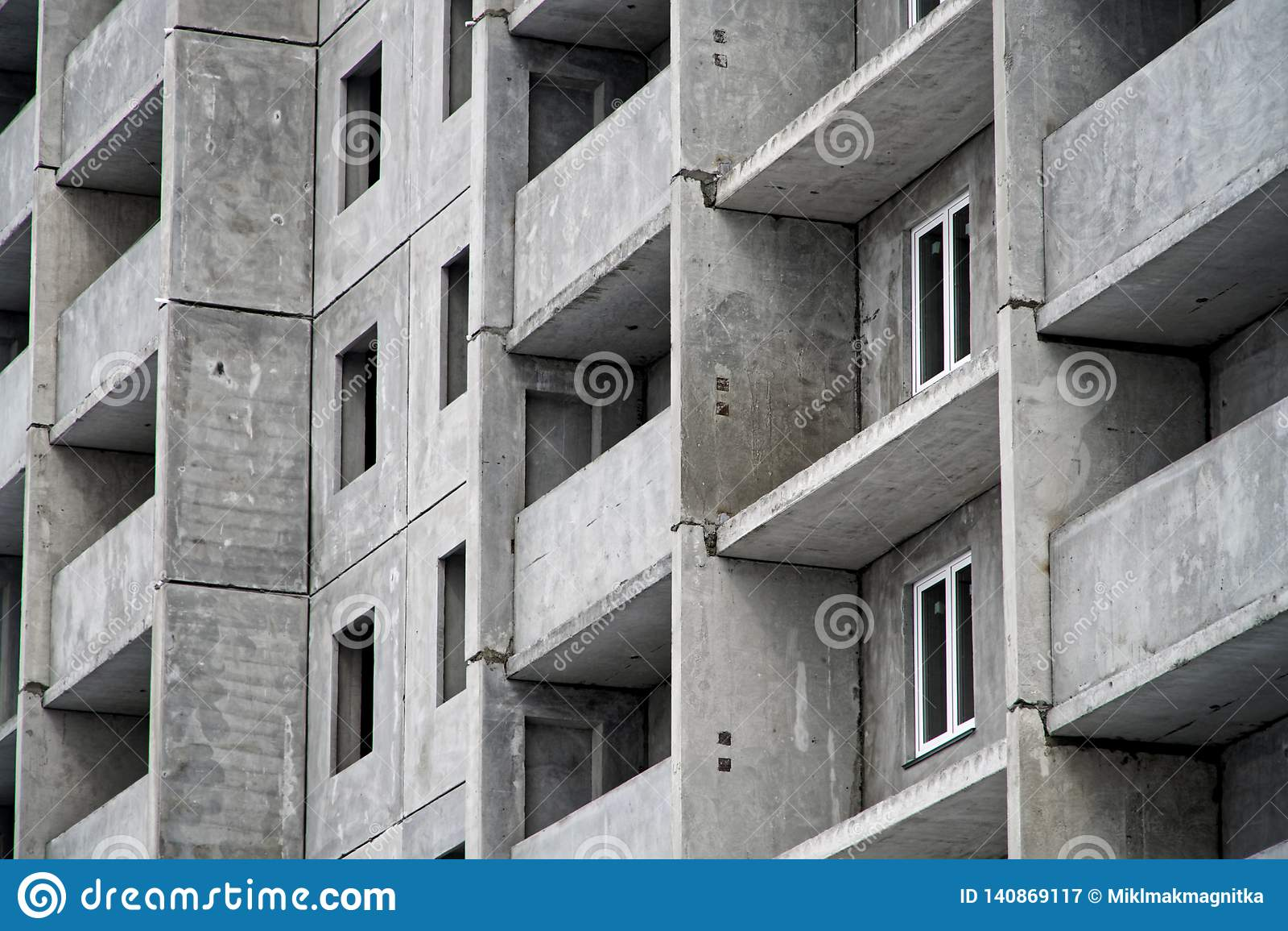 жилой дом Мульти-этажа в заключительных этапах конструкции