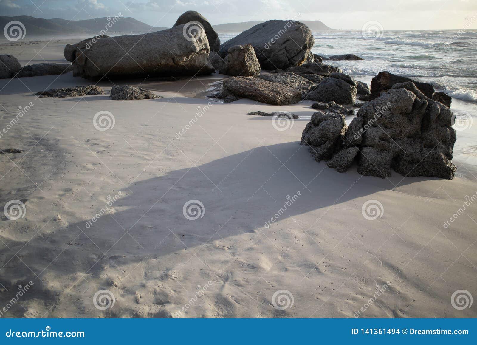 заход солнца береговых пород