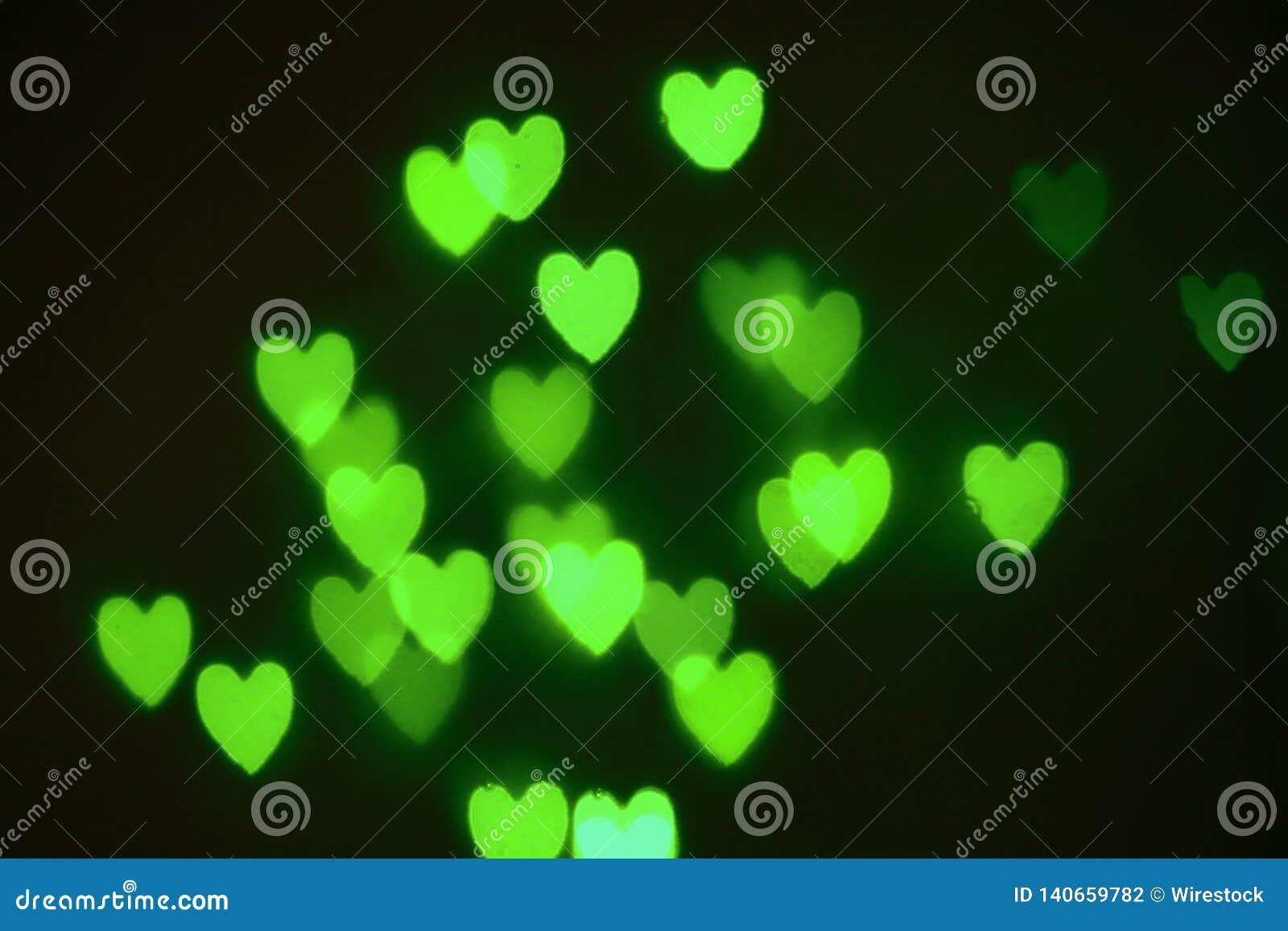 Зеленый цвет из сердец фокуса