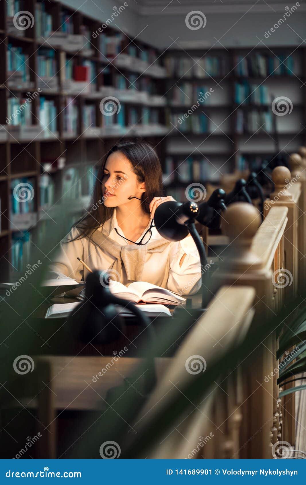 изучать архива девушки