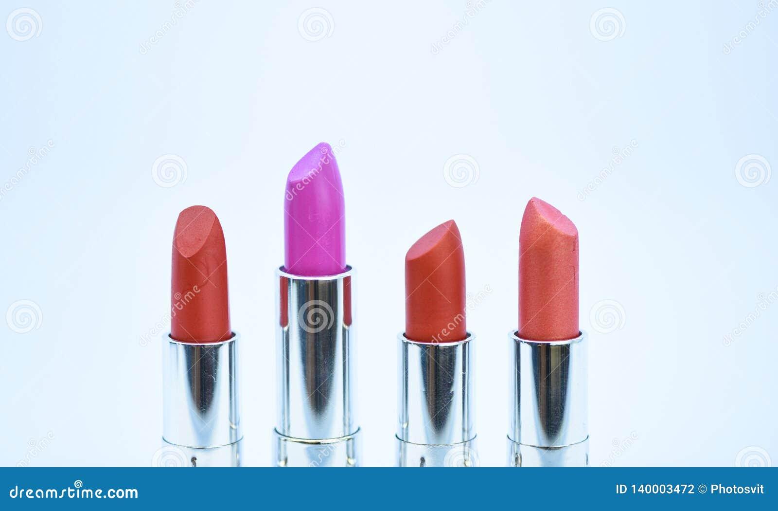 Иметь Тенденция красоты Ежедневно составляйте Губная помада для профессионала составляет Скомплектуйте цвет который одевает вы Ср