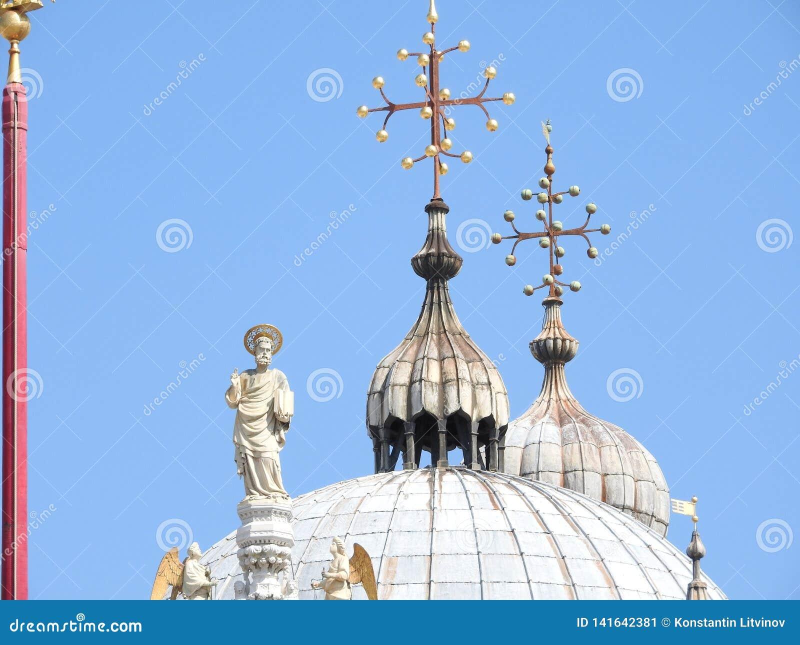 Квадрат Сан Marco с колокольней и базиликой Сан Marco Главная площадь старого городка Венеция, венето Италия