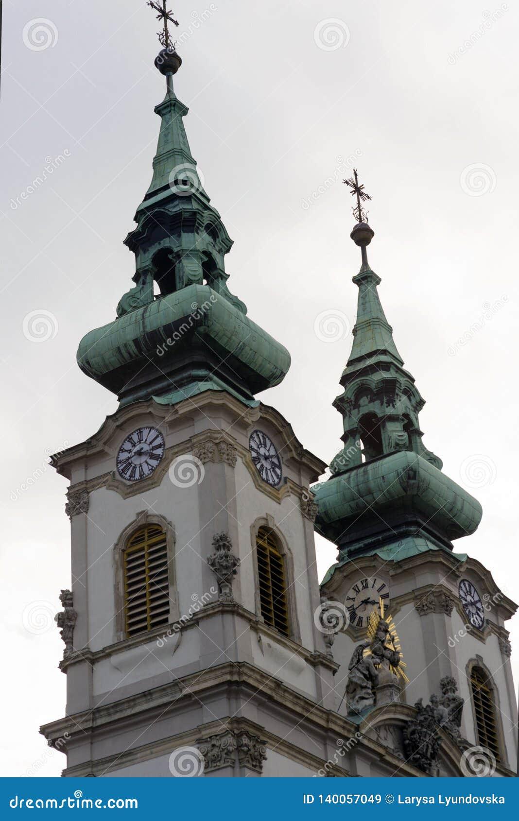 2 купола католической церкви Святой Анны в Будапеште, на правом береге Дунай
