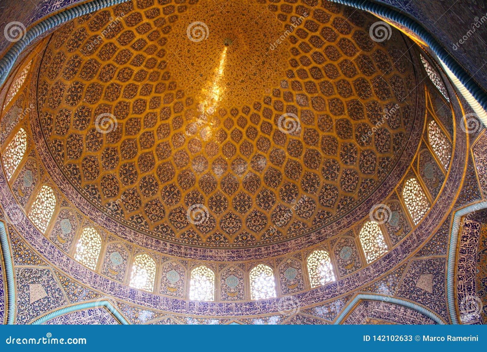 Купол шейха Lotfollah Мечети в Isfahan, Иране