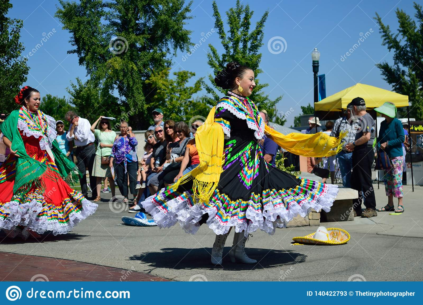 2 красивых танцора Boise Айдахо Flemenco женщин