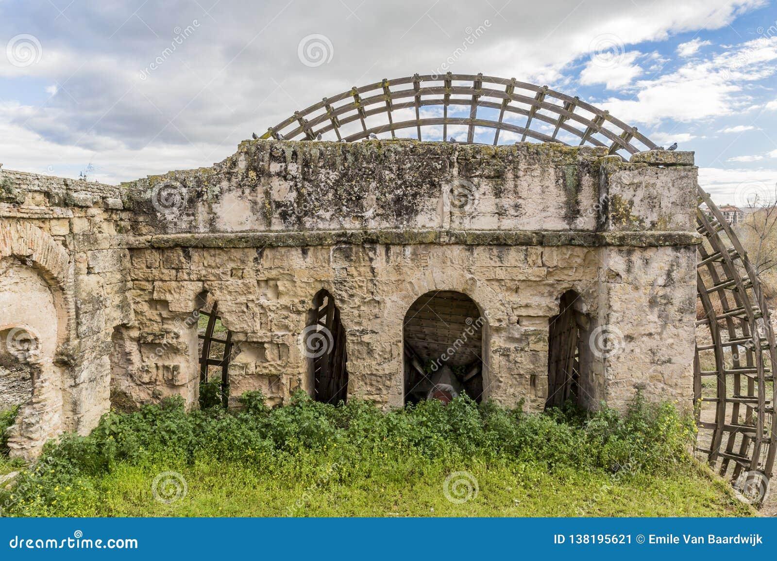 Красивое изображение мельницы Гвадалквивира Molino de Ла Albolafia