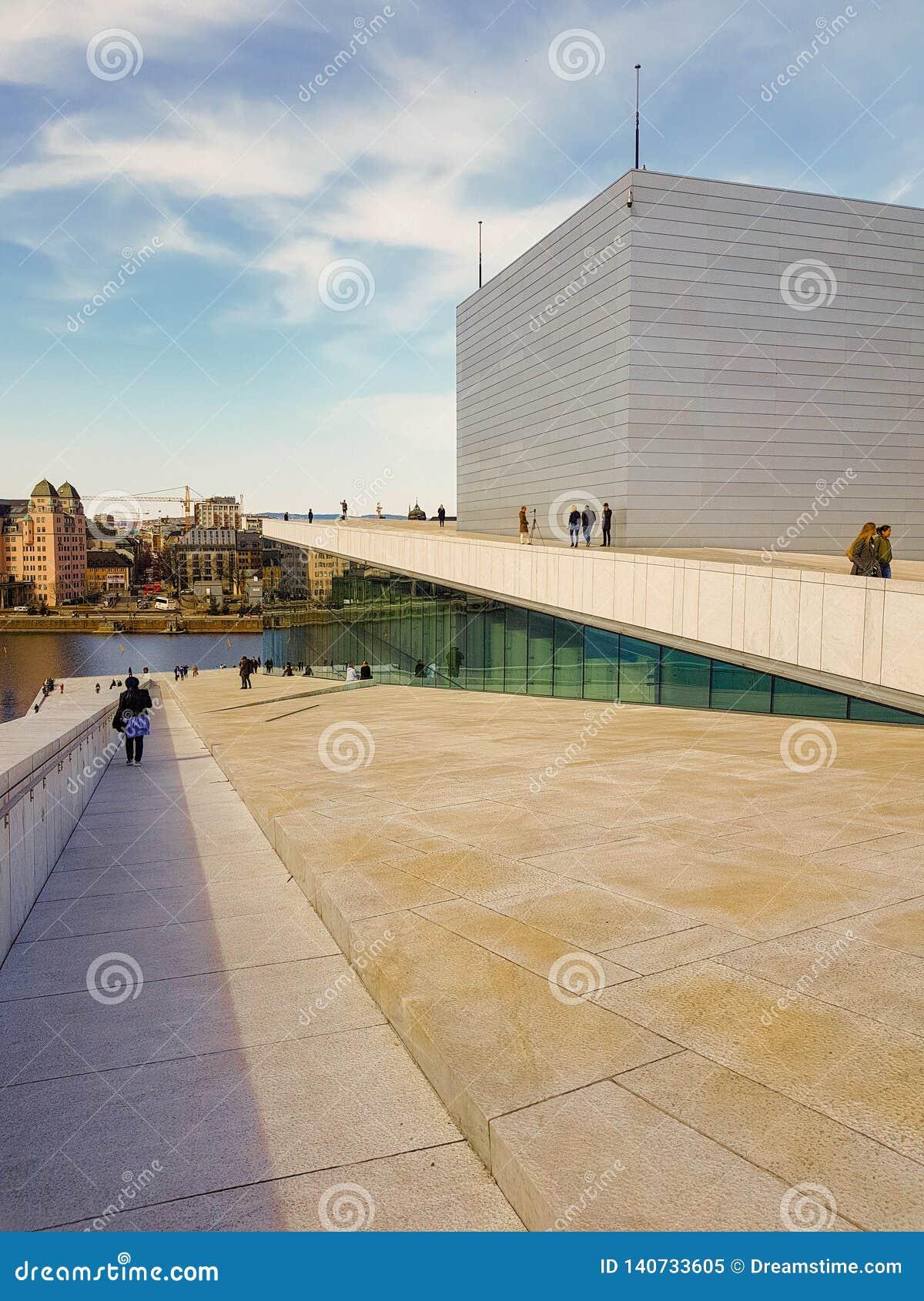 Крыша оперного театра Осло, Норвегия