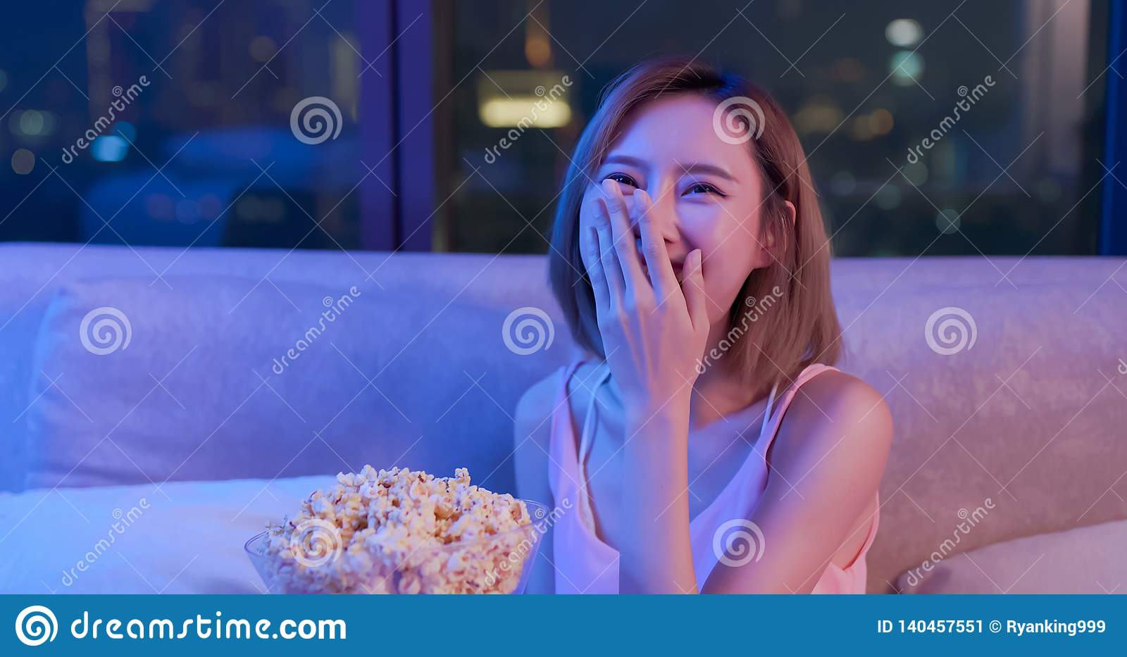 Комедия дозора женщины с попкорном