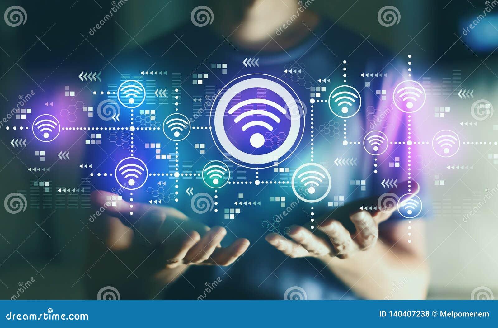Концепция WiFi с молодым человеком