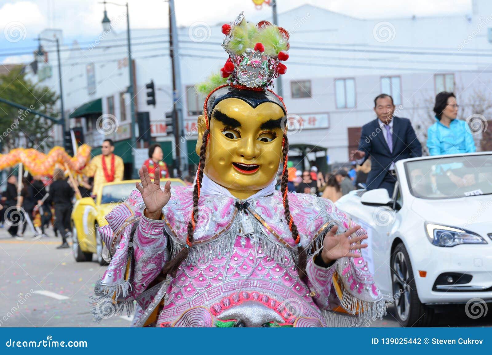 Костюмированный характер на параде Нового Года Лос-Анджелеса китайском