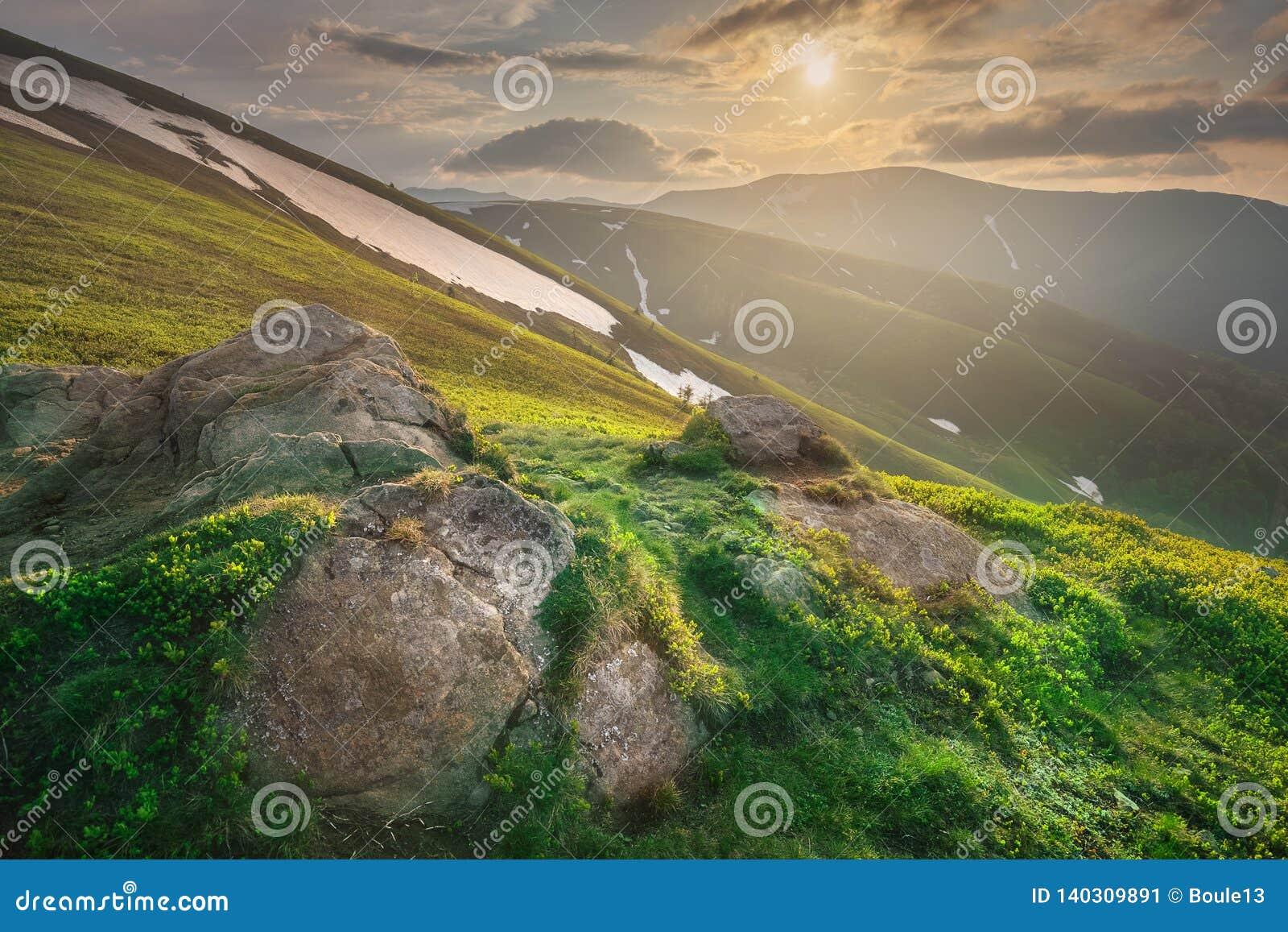 Ландшафт горы прикарпатского Gorgany Украины