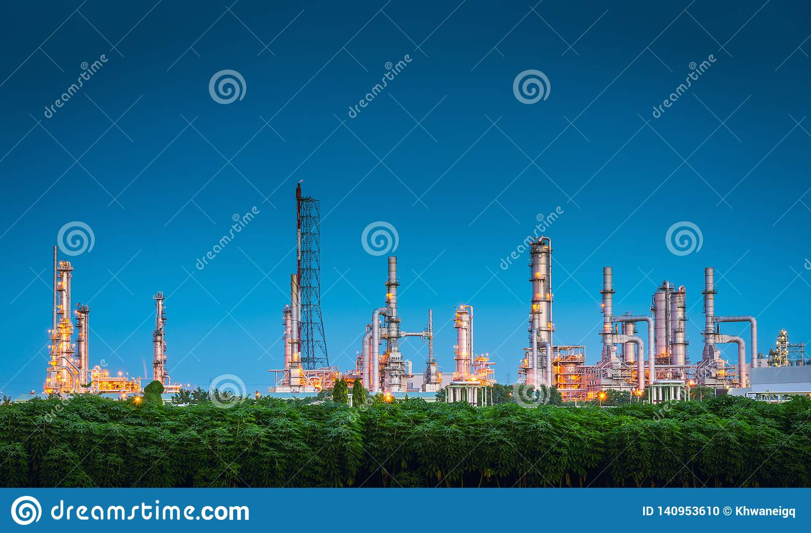 Ландшафт промышленного предприятия рафинадного завода нефти и газ , Петрохимические или химические здания процесса перегонки , Фа