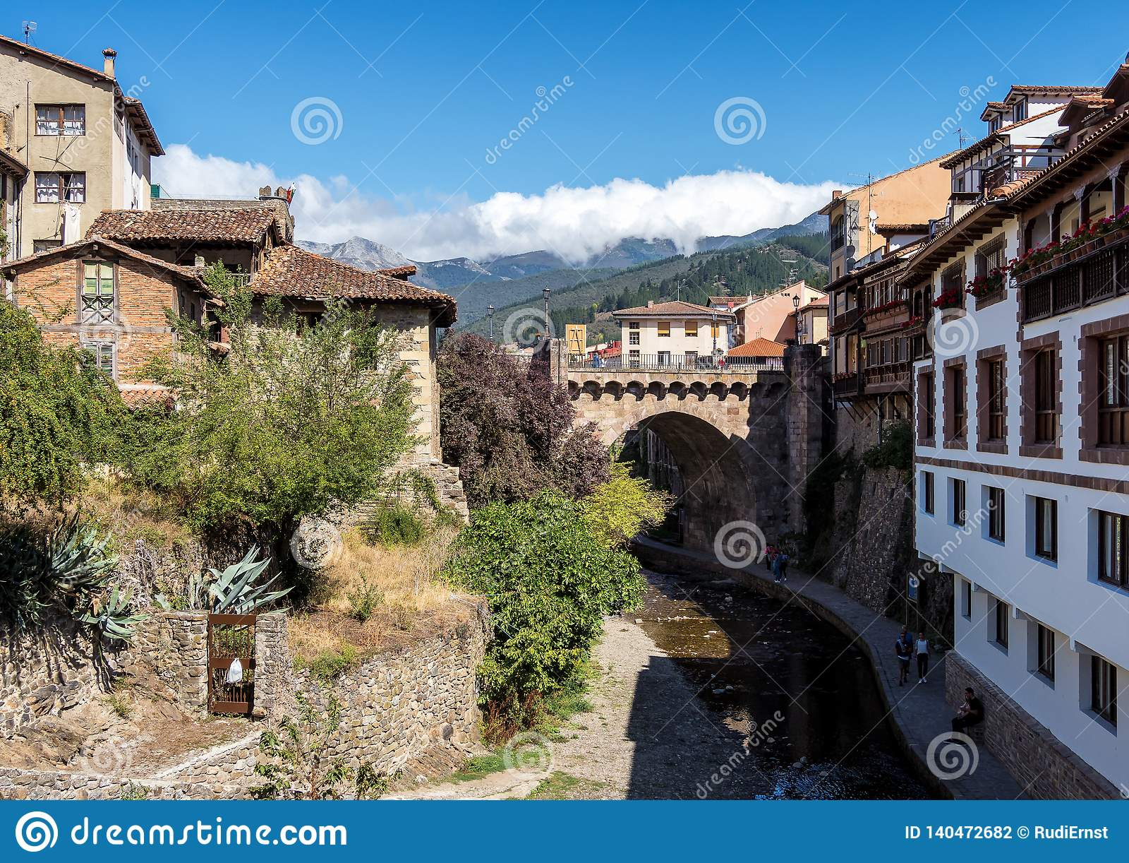 Маленький городок Potes в Кантабрии, Испании