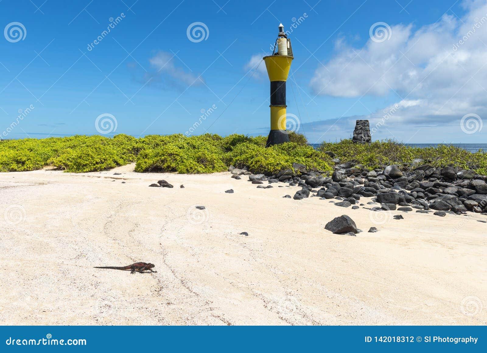 Маяк на острове Espanola, Галапагос, эквадоре