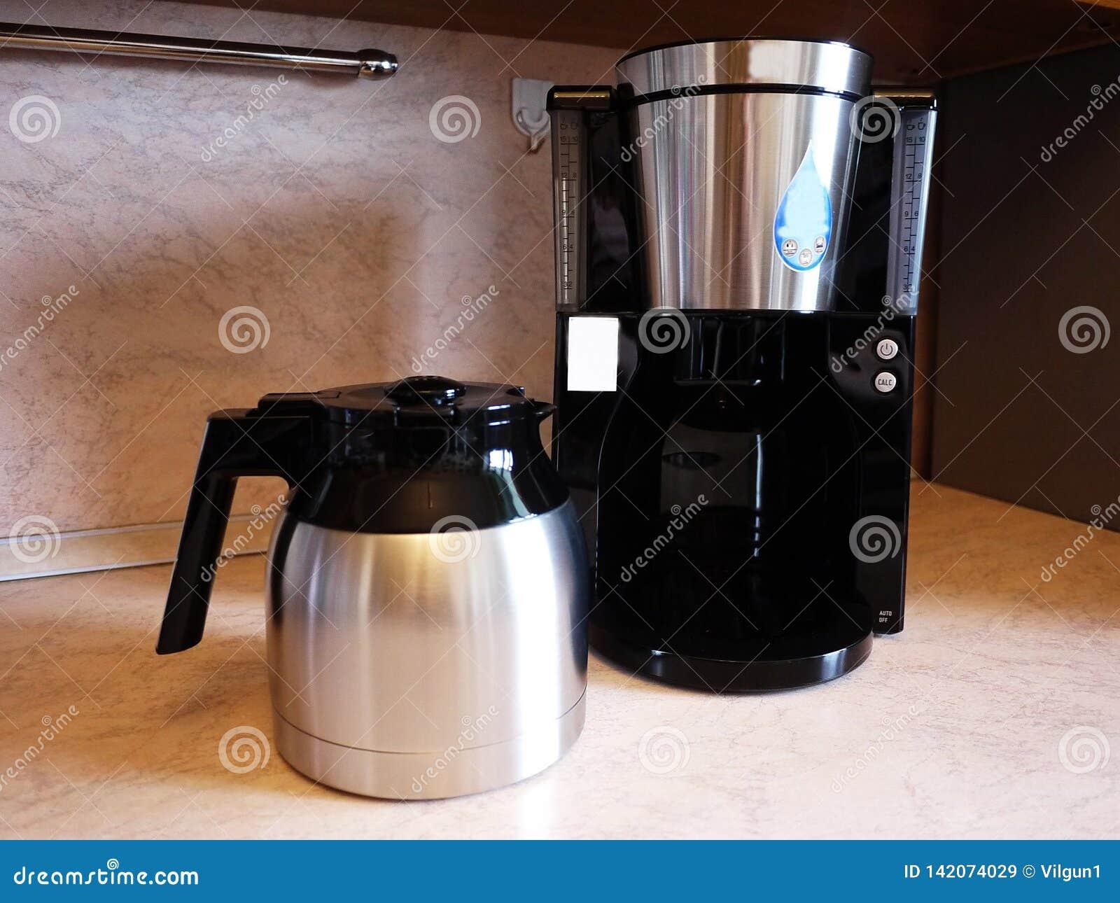Машина кофе потека на изо дня в день кофе заваривать Можно приложить дома и офис,