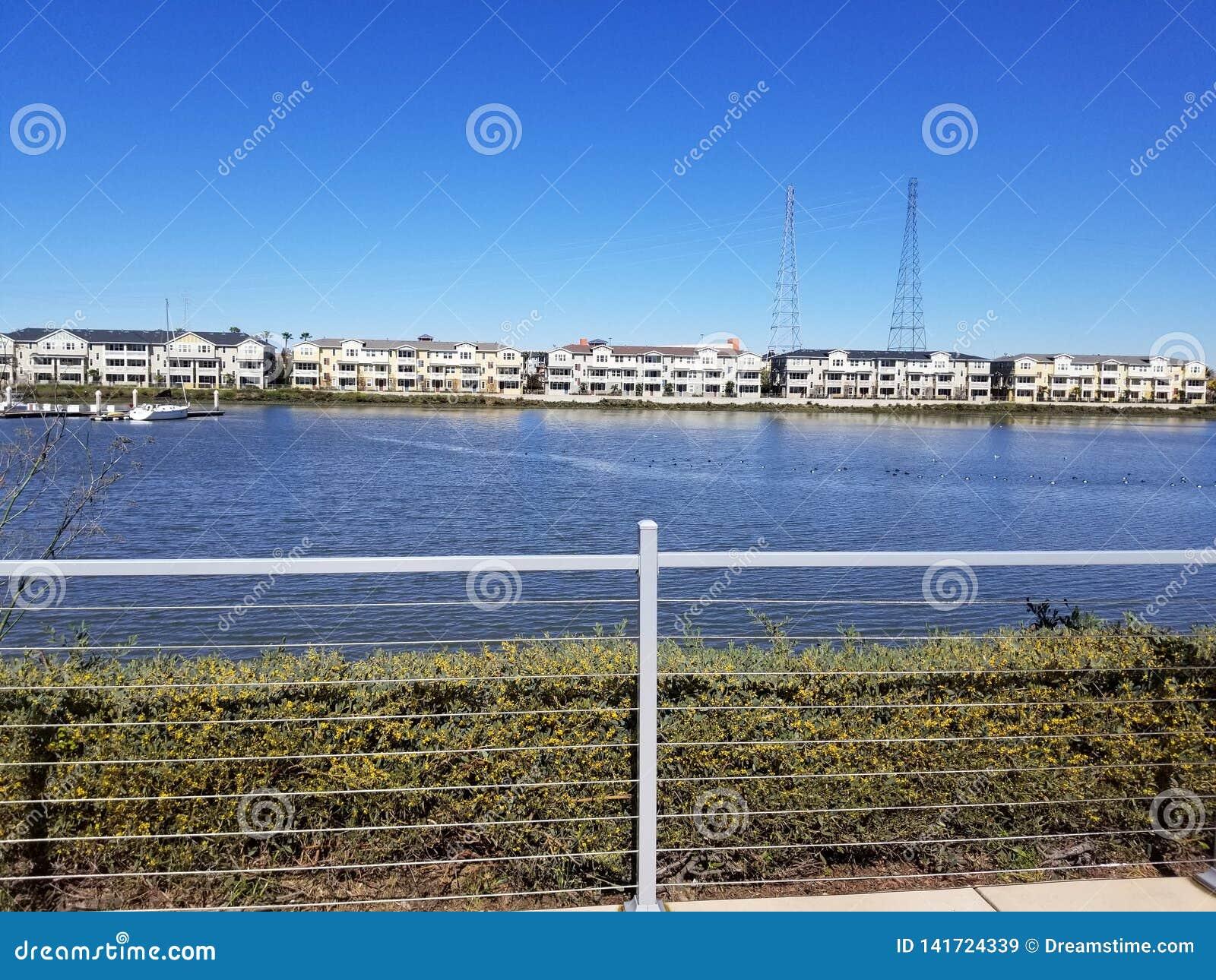 Марина острова Bair †Redwood City «открывает касание Италии с самым быстрым доступом к южному San Francisco Bay
