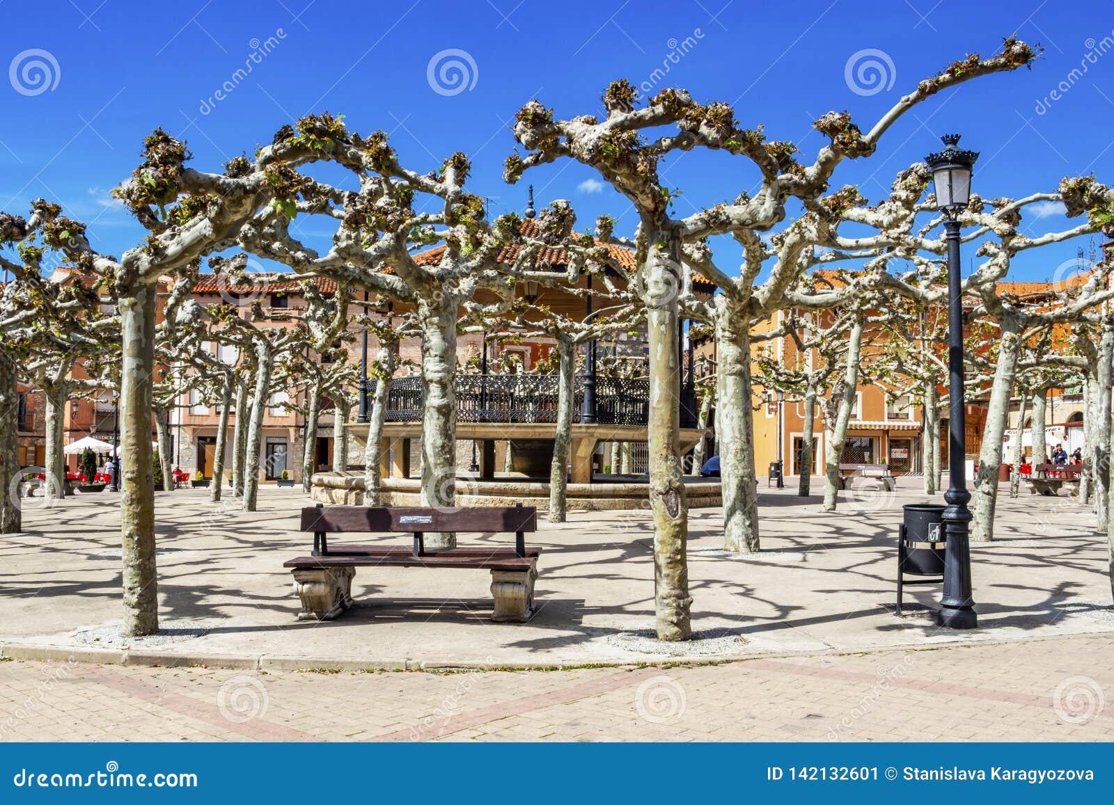 Мэр или главная площадь площади в Belorado, Бургосе, Кастилии y Леон, Испании