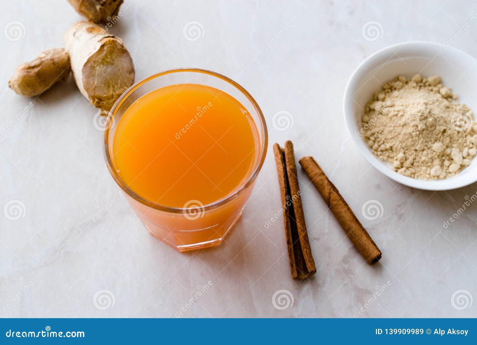 Напиток Jamu здоровый азиатский с ручкой турмерина и циннамона, апельсиновым соком