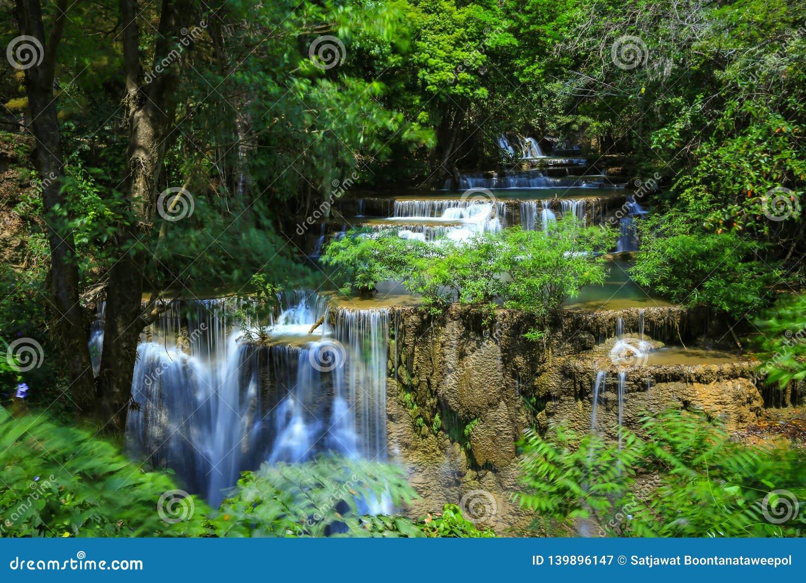 Национальный парк Kanchanaburi Khuean Srinagarindra водопада Huai Mae Khamin, Таиланд