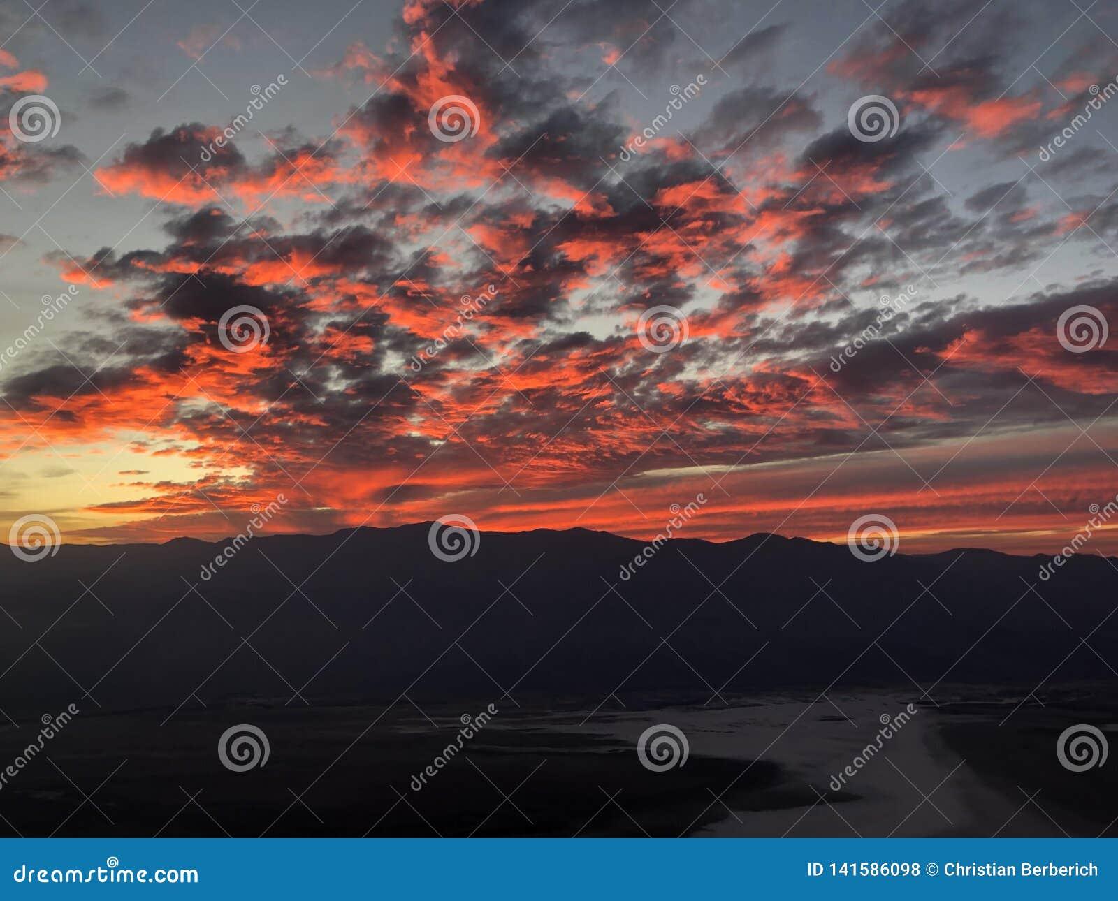 Небо вечера Deramatic