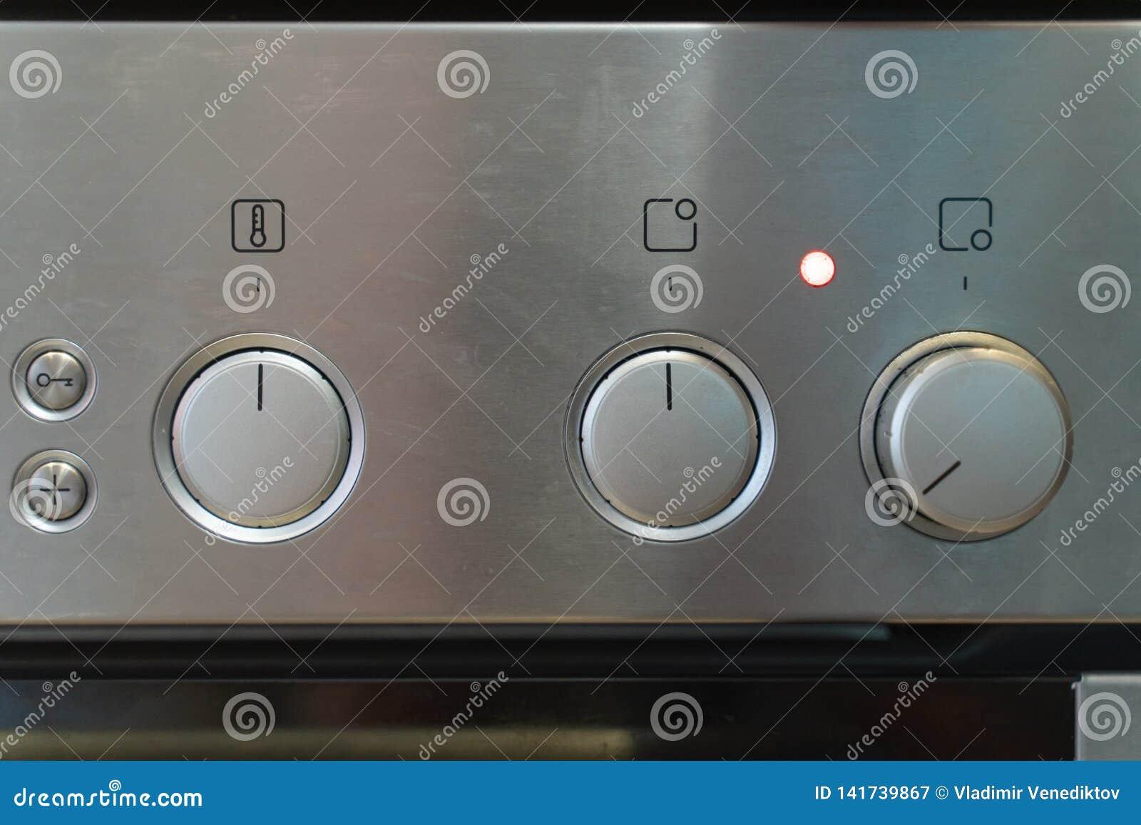 Передний серебряный пульт управления плиты с переключать ручек
