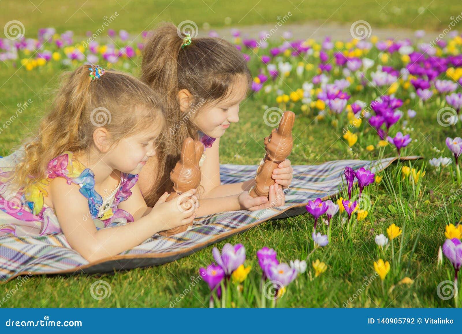 Праздники пасхи, праздники семьи, утеха и концепция весны
