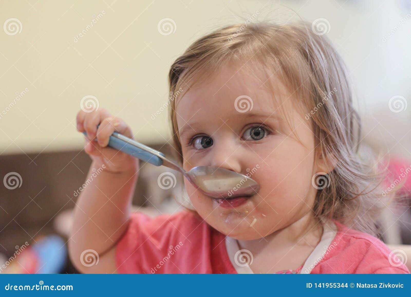 Портрет еды младенца