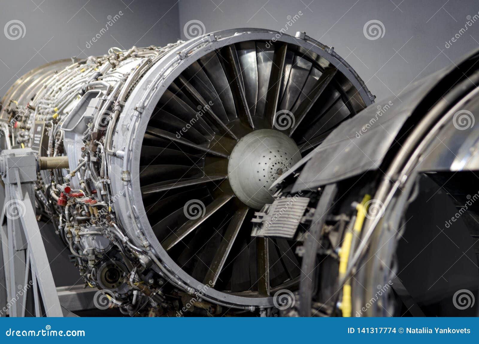 Двойной двигатель турбореактивности для украинского вверх-конца воздушных судн
