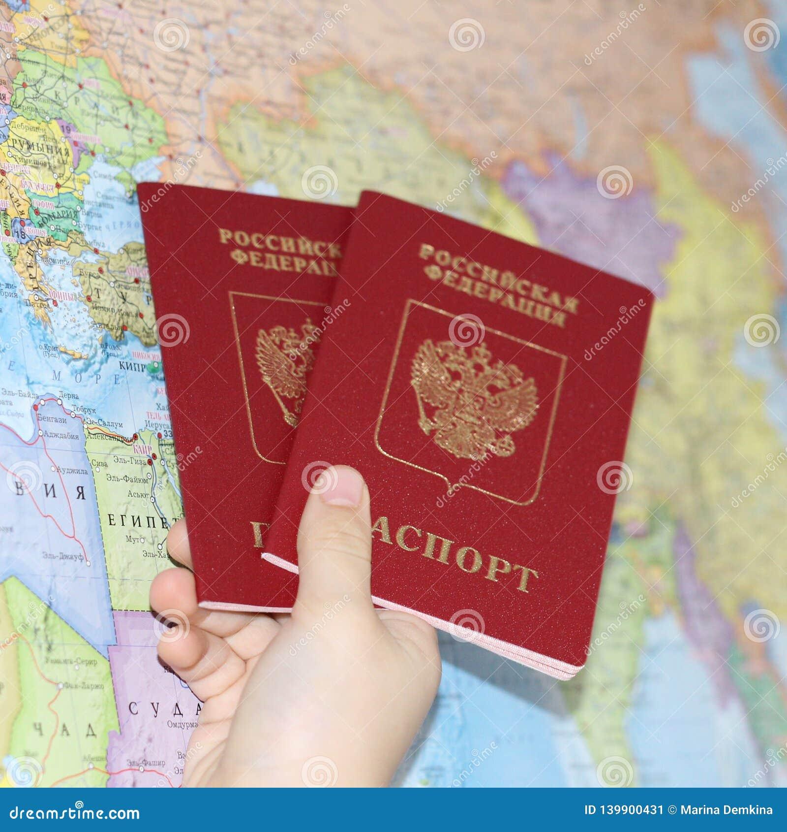 Документ удостоверяющий личность на предпосылке географической карты