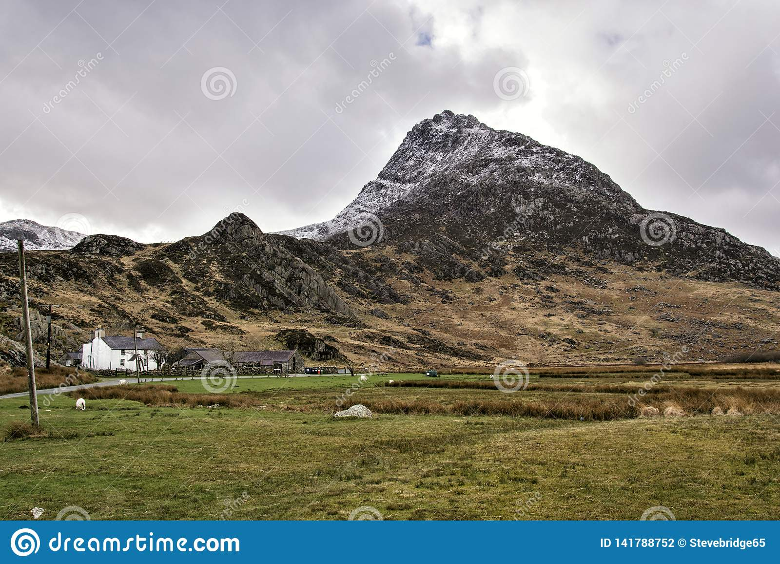 Долина Snowdonia северное Уэльс Tryfan Ogwen
