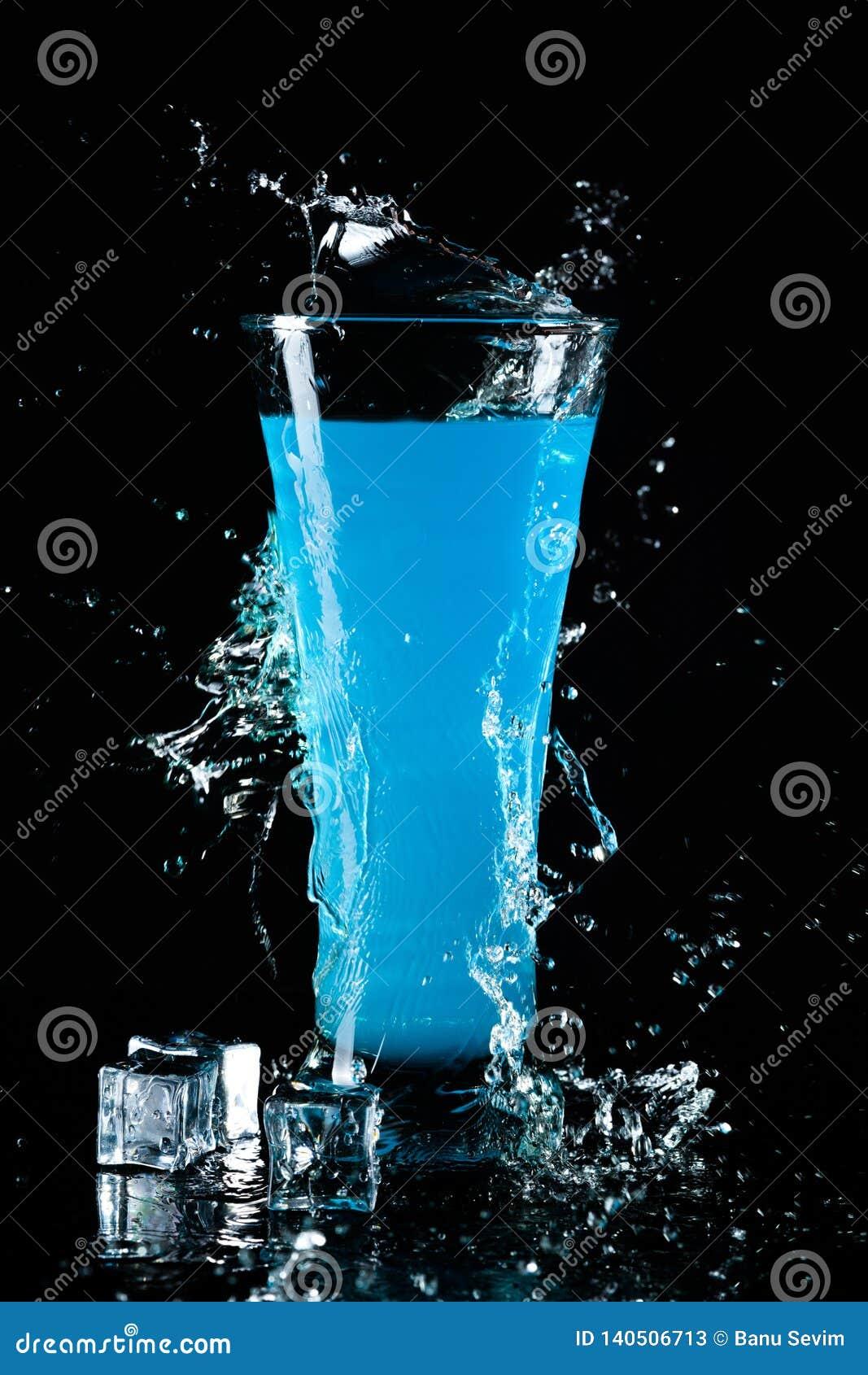 Стекло голубого коктеила