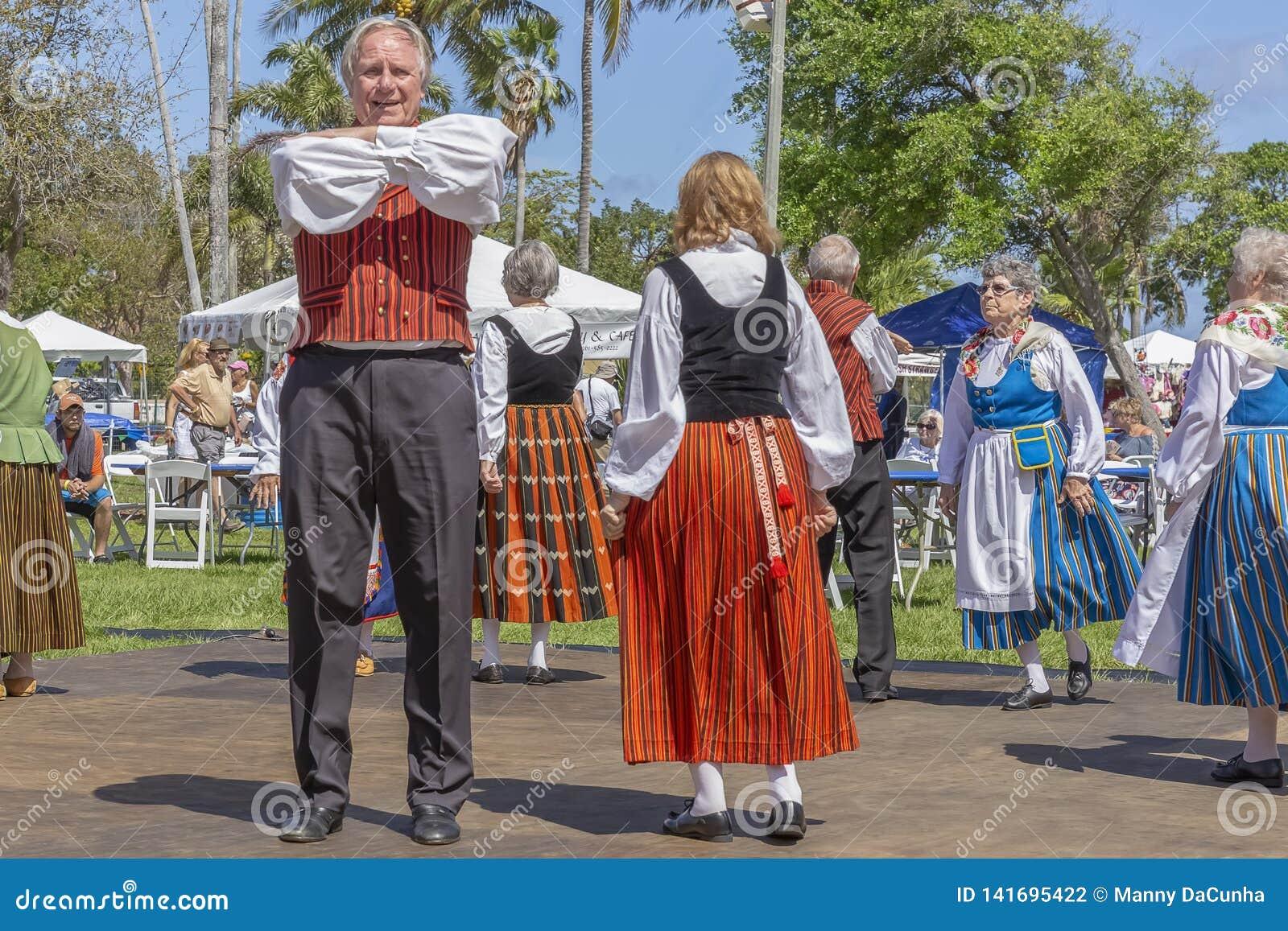 Стоимость озера, Флорида, фестиваль США 3-ье марта 2019 полуночного Солнца празднуя финскую культуру