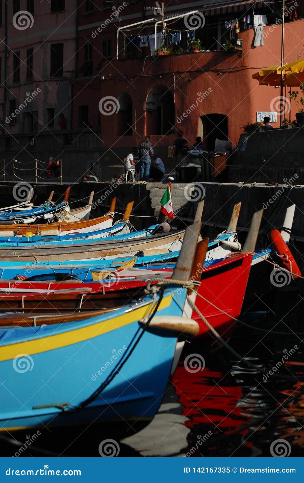 Среднеземноморская гавань в Италии: terre cinque