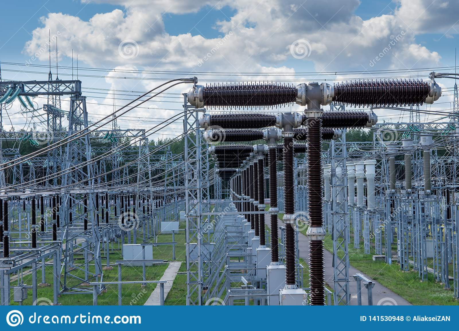 Электрическая подстанция 330 kV, серия выключателей высокого напряжения