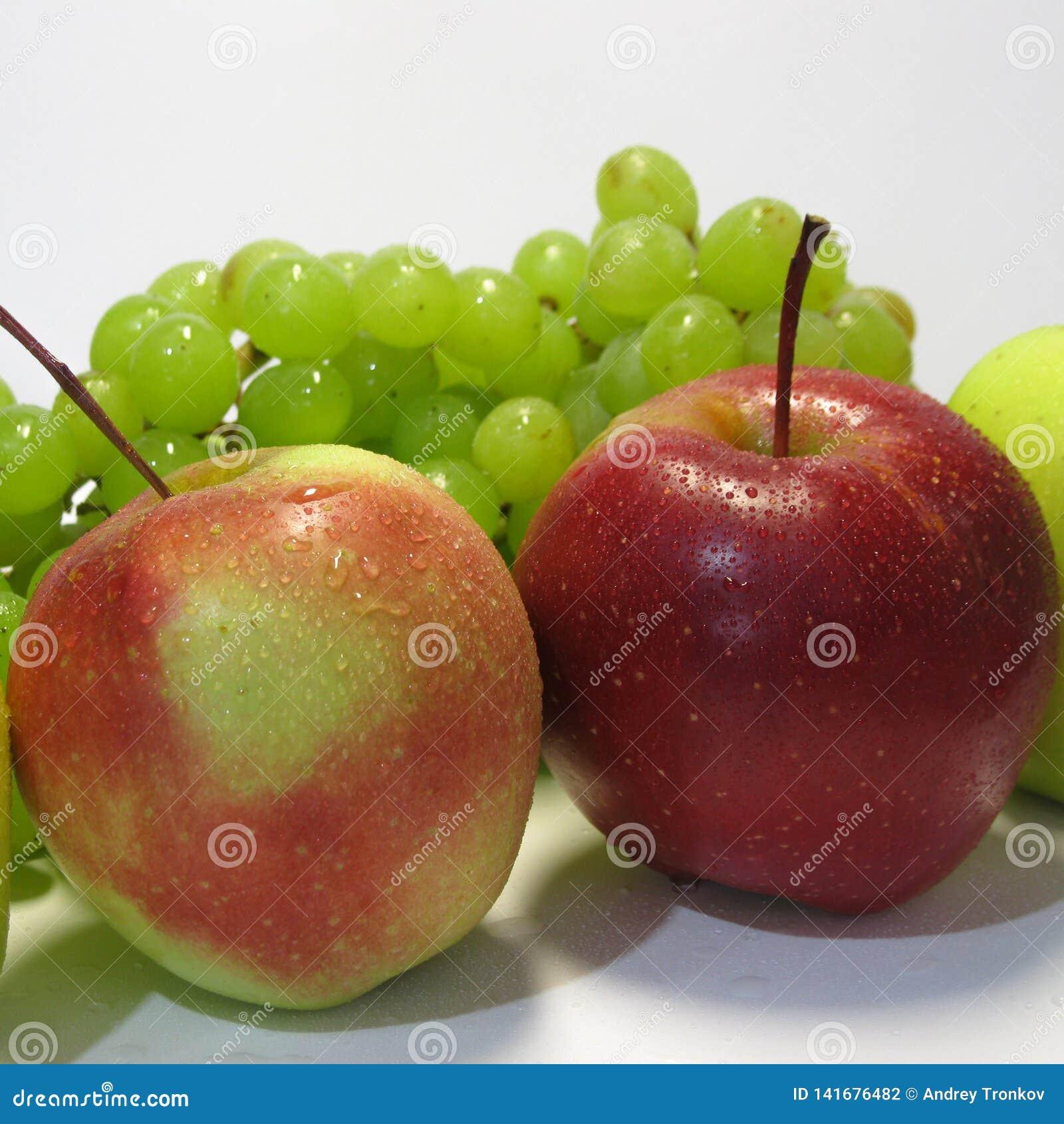 Яблоки и виноградины - красота и преимущество, вкус и здоровье, неиссякаемый источник витаминов