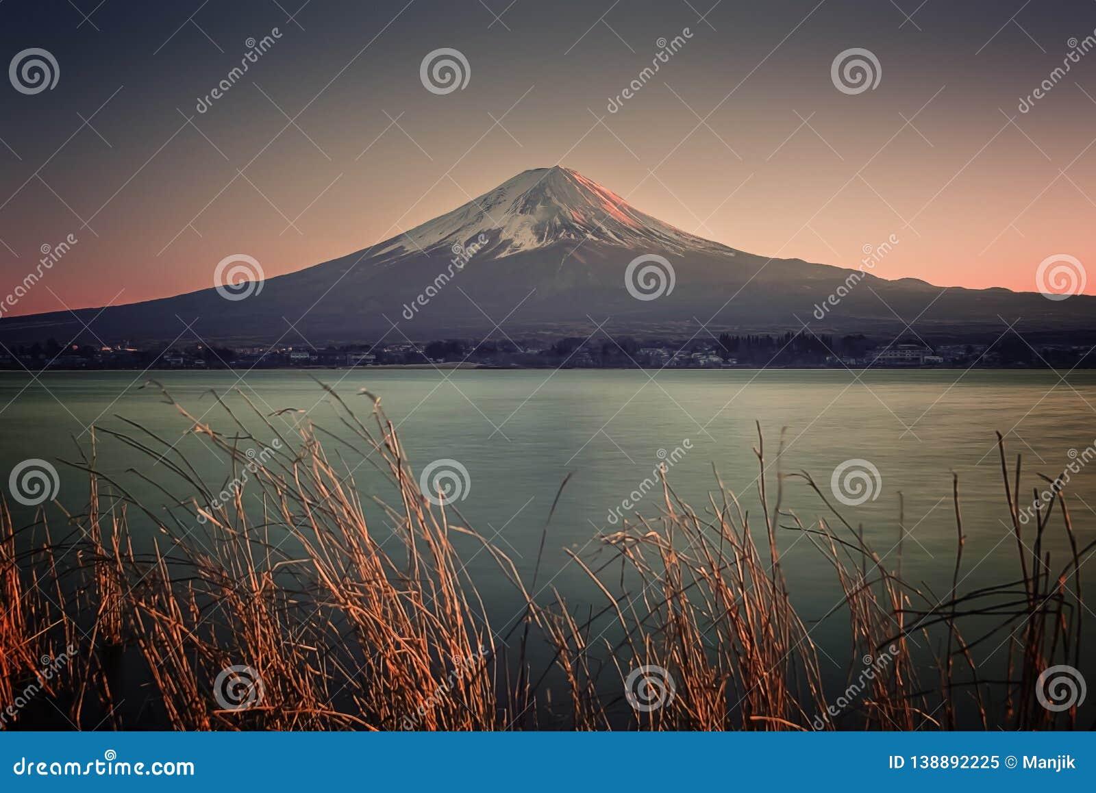 Японский ландшафт на заходе солнца