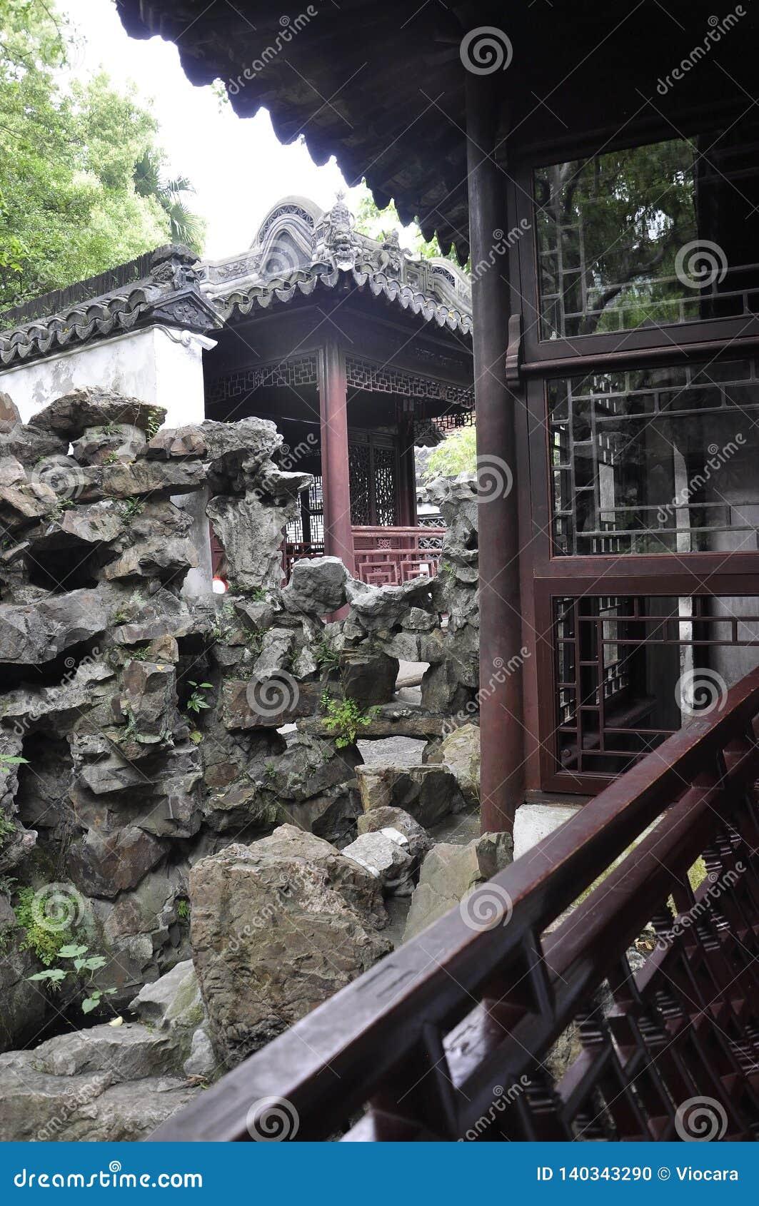 Шанхай, 2-ое может: Ландшафт Rockery от известного сада Yu в центре города Шанхая