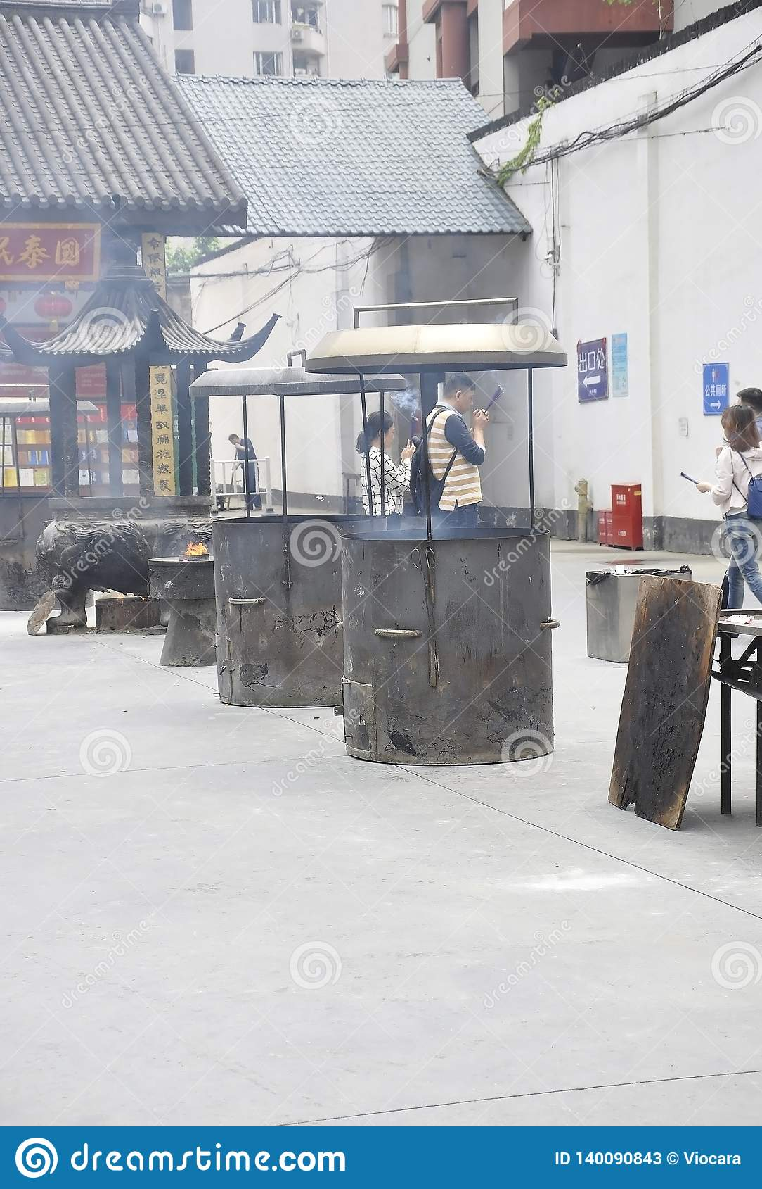 Шанхай, 2-ое может: Место молитве от двора Jade Buddha Temple в Шанхае