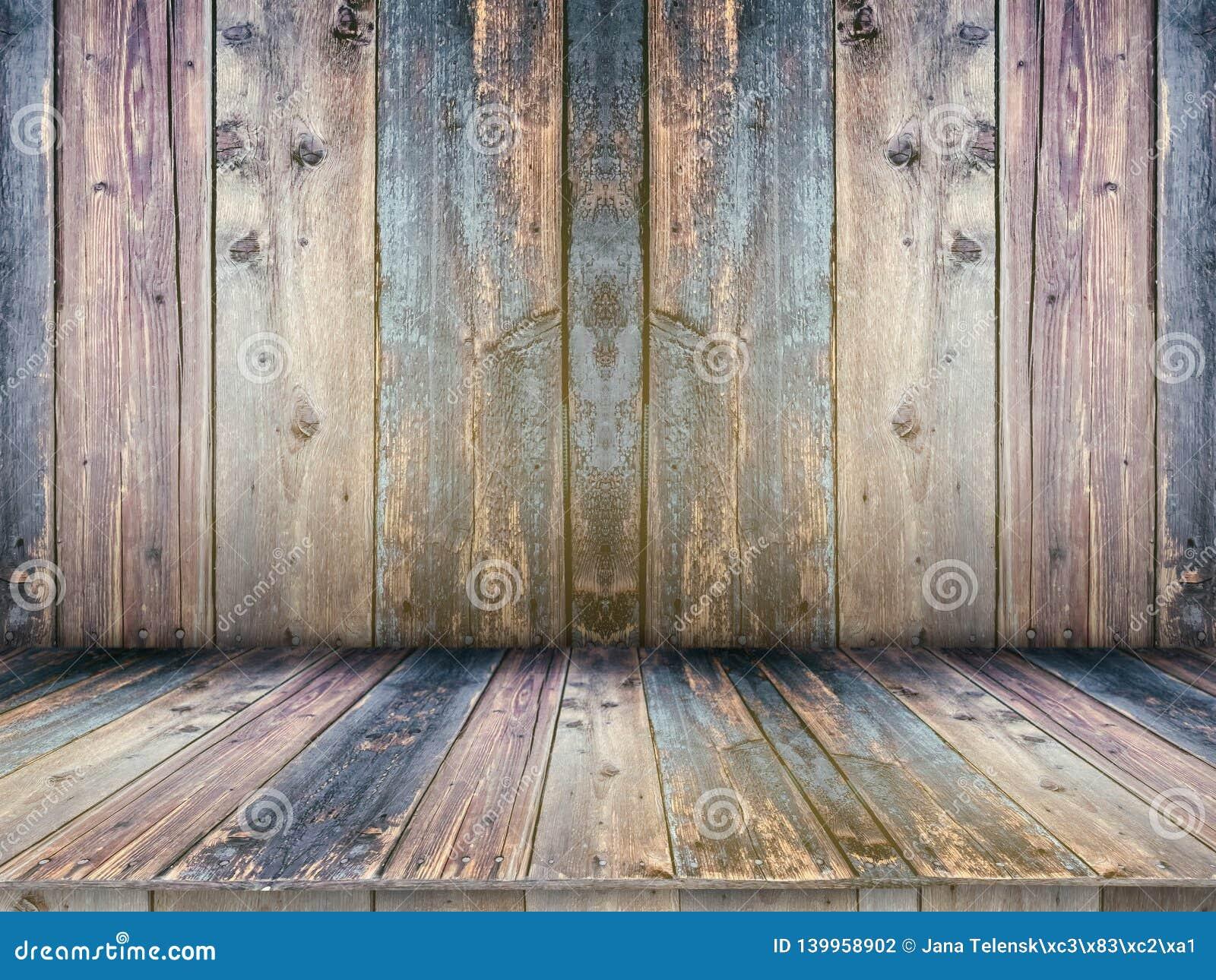 Таблица деревянной доски пустая перед запачканной предпосылкой