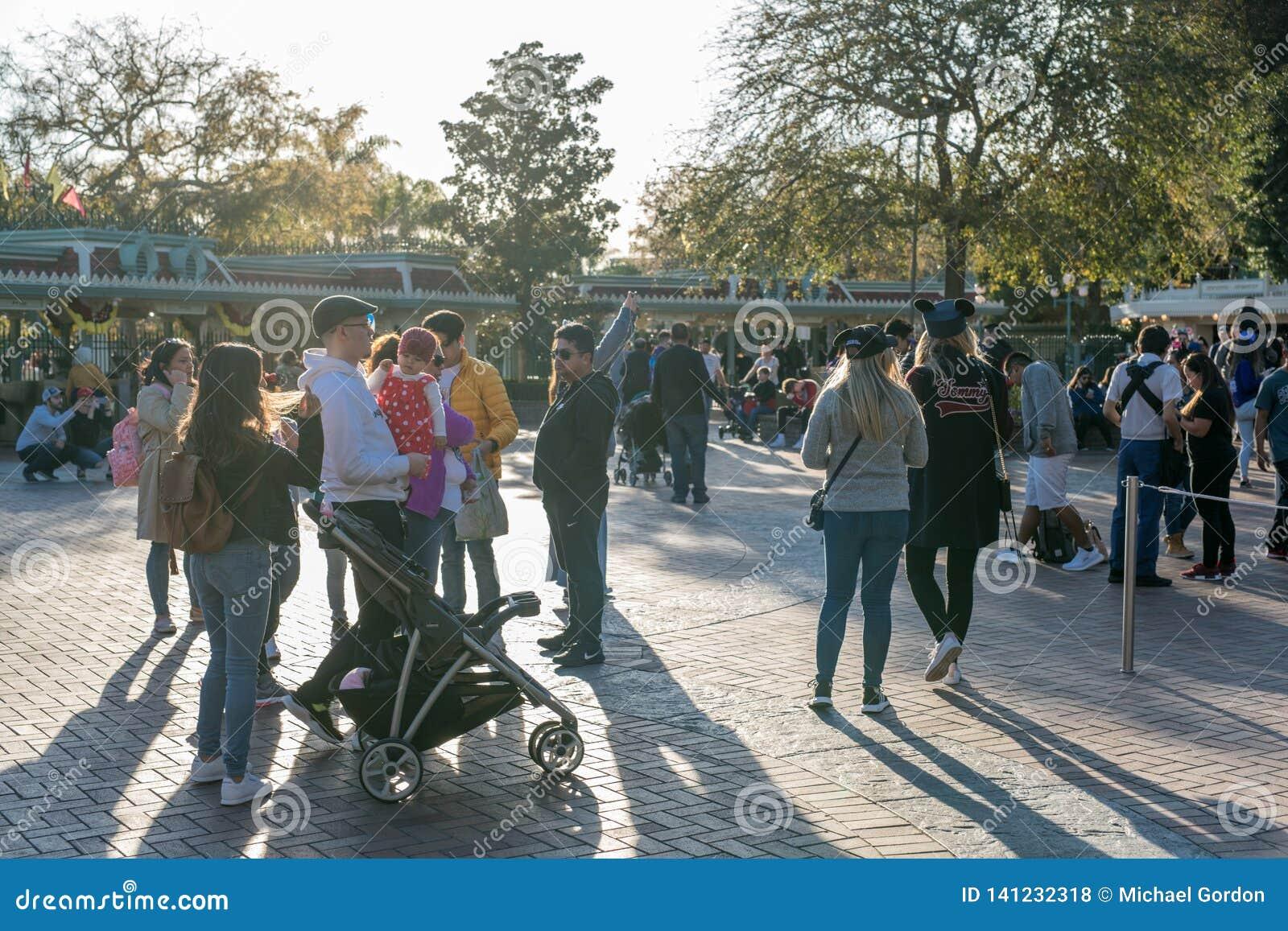 Тематический парк курорта Диснейленда в Анахайме, Калифорния