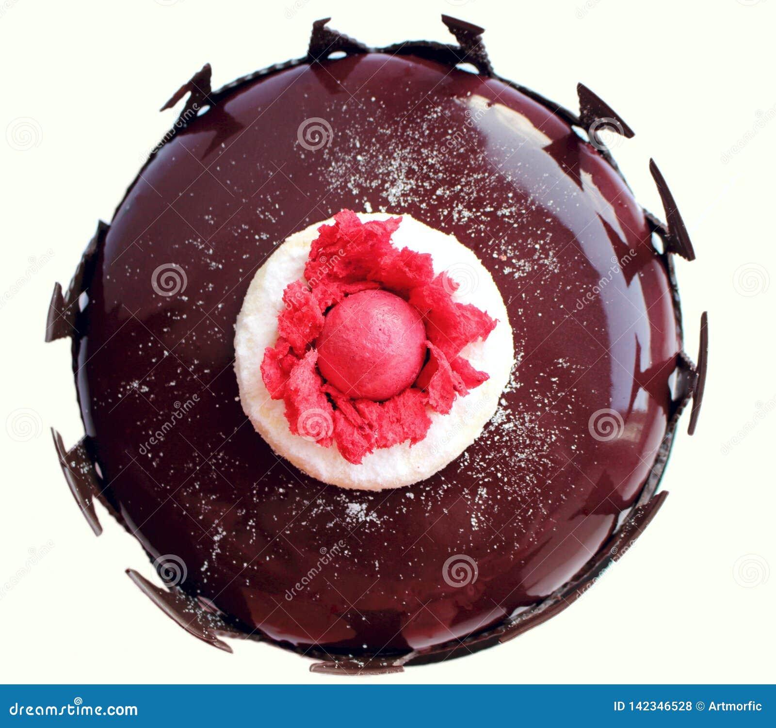 Темный - красный флористический торт с взглядом сверху границы поливы и шоколада зеркала