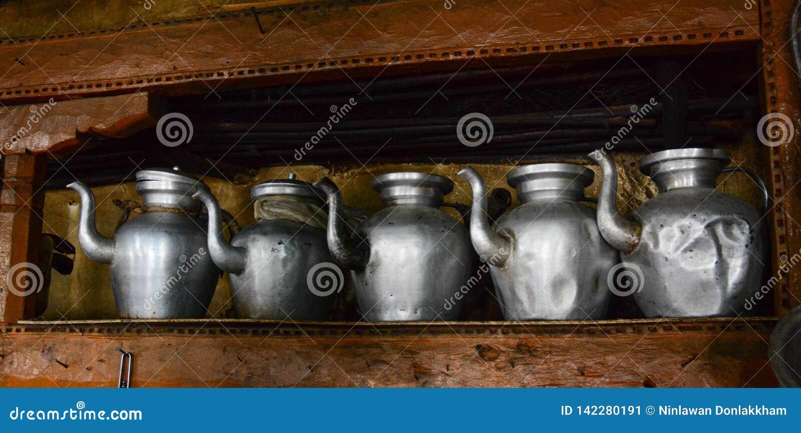 Традиционный кувшин воды на кухне