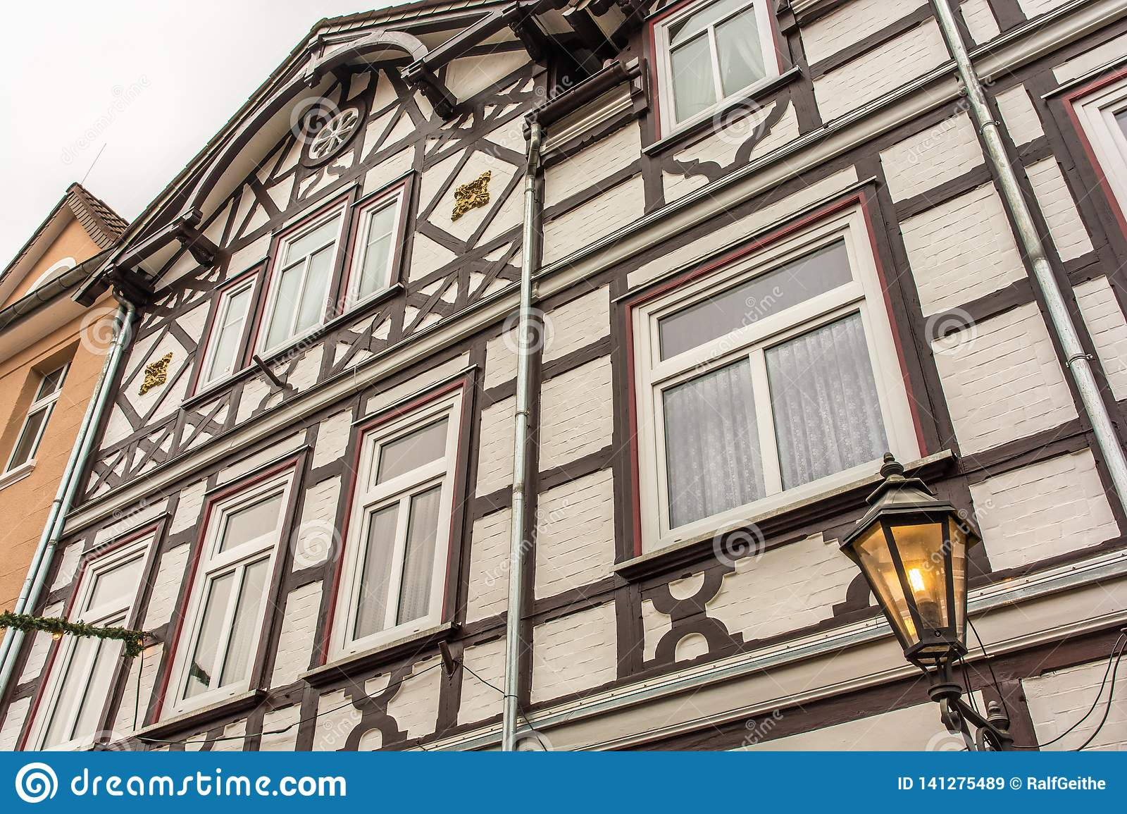Фасад старого полу-timbered дома
