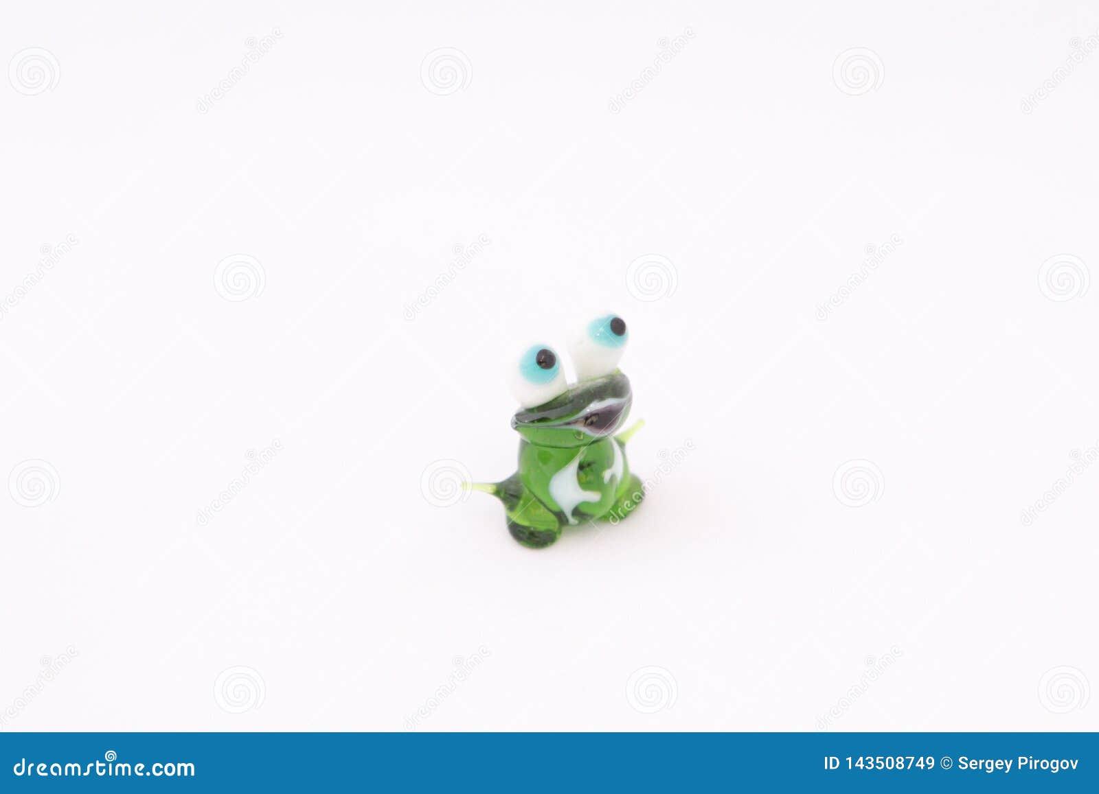 фигурка лягушки из стекла