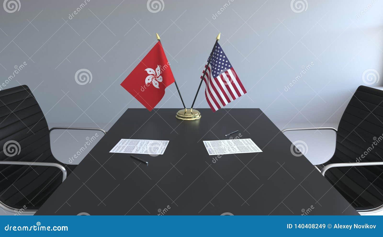 Флаги Гонконга и США и бумаги на таблице Переговоры и подписание международного соглашения схематическо